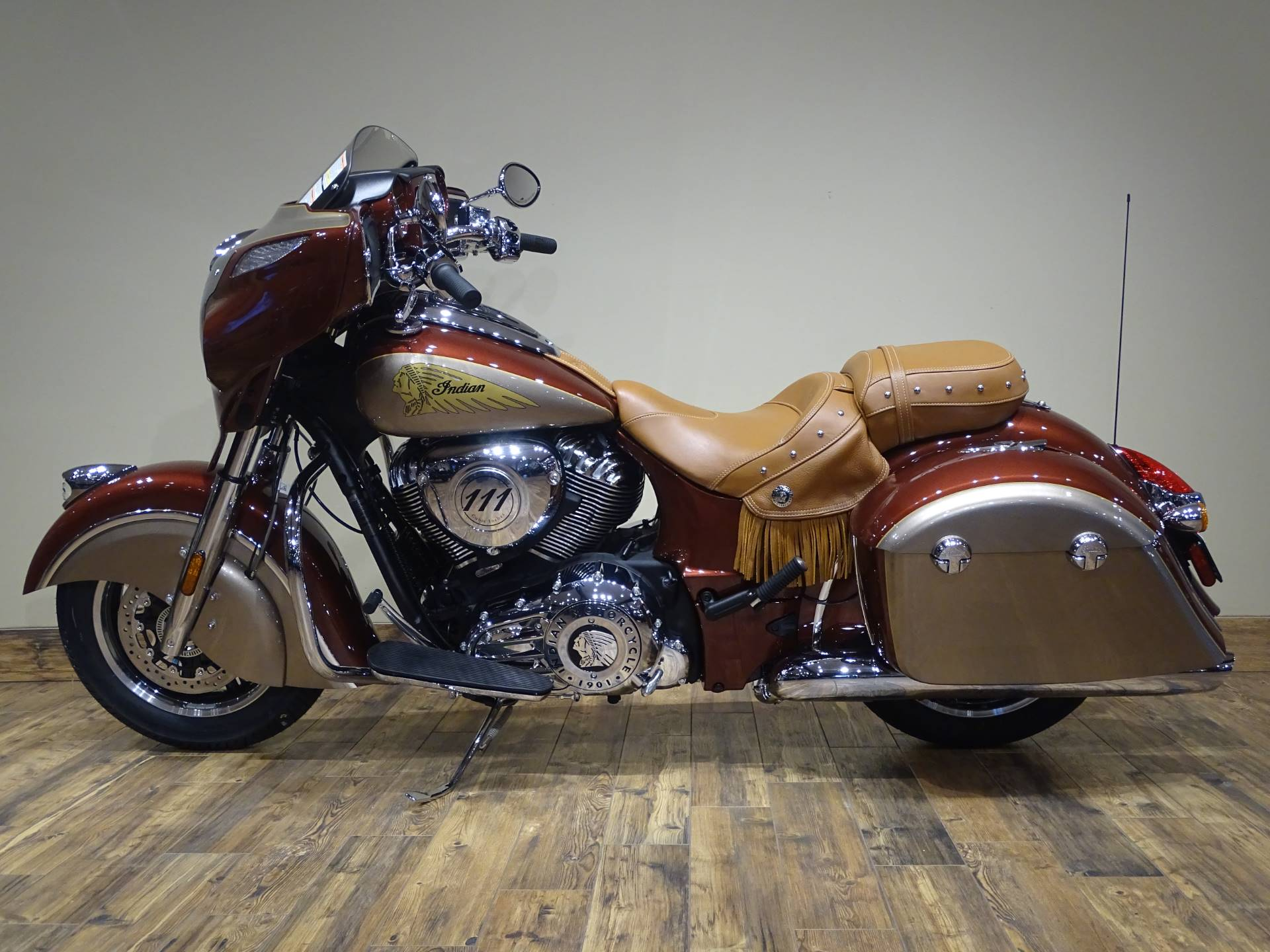 2019 Indian Chieftain® Classic Icon Series in Saint Paul, Minnesota - Photo 2