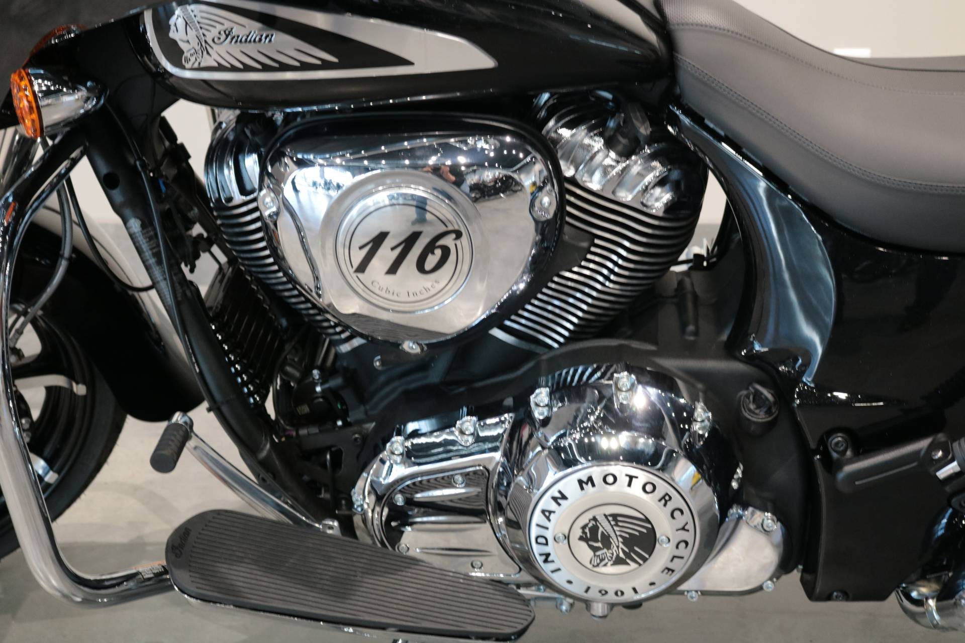 2021 Indian Chieftain® Limited in Saint Paul, Minnesota - Photo 4