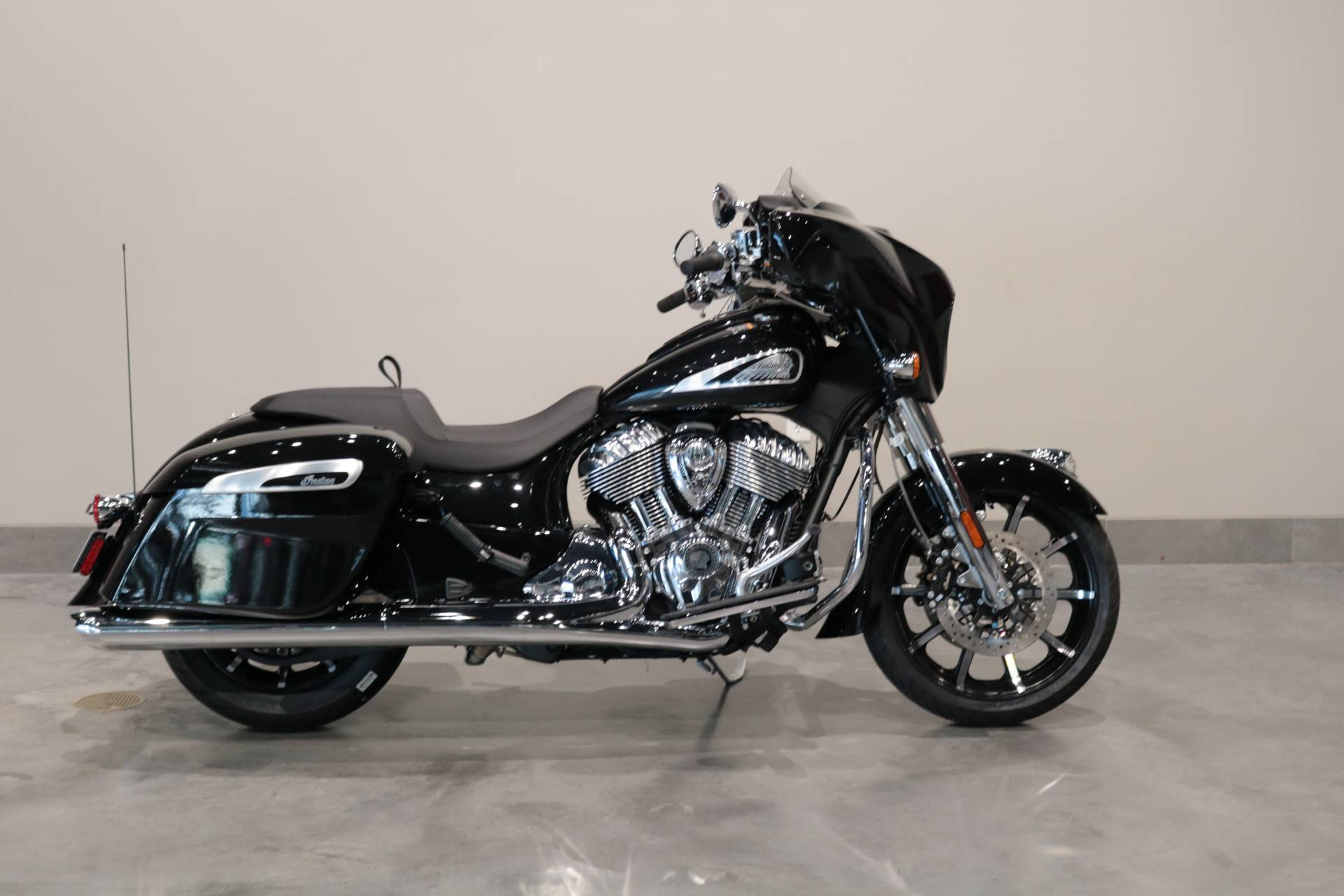 2021 Indian Chieftain® Limited in Saint Paul, Minnesota - Photo 1
