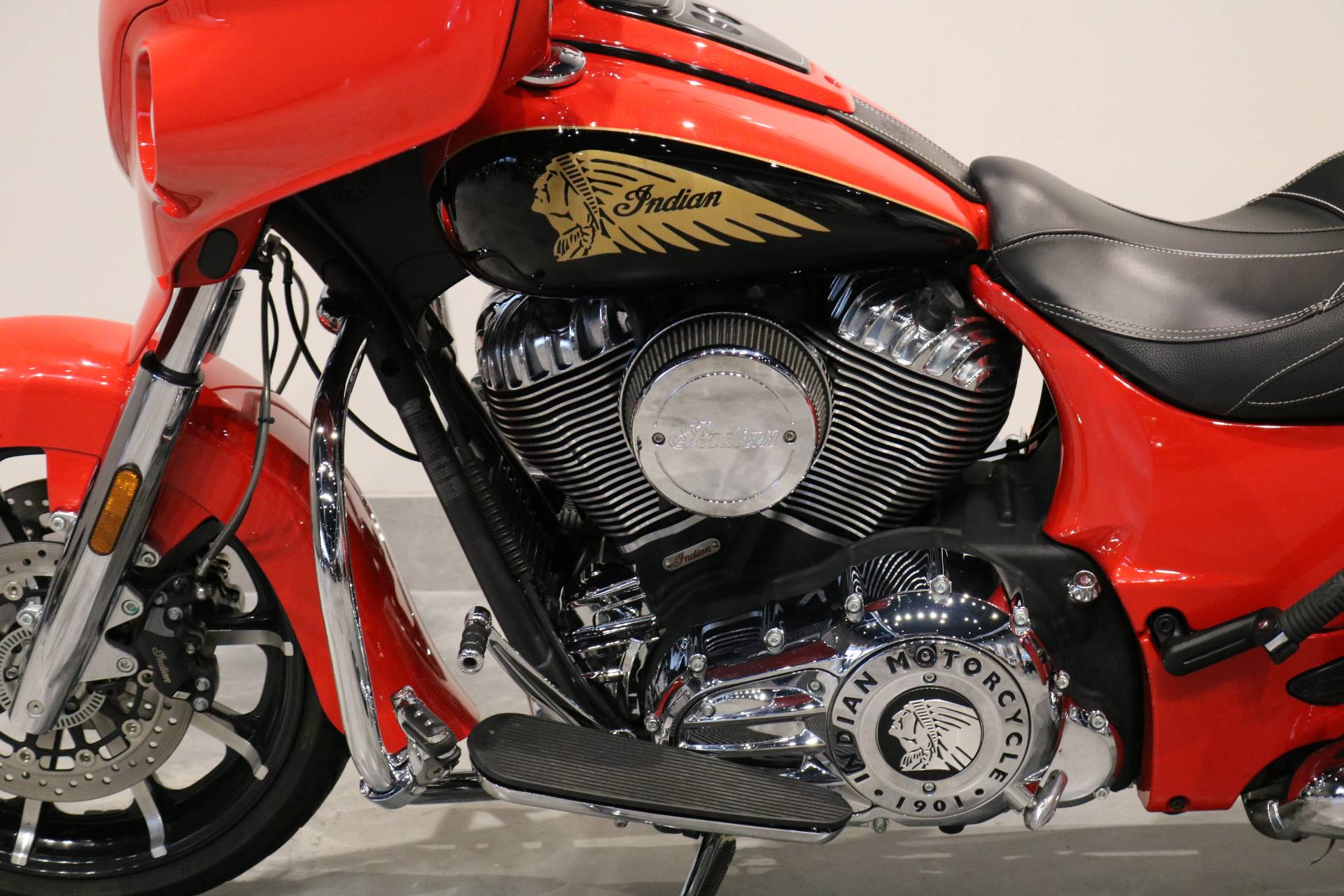 2017 Indian Chieftain® Limited in Saint Paul, Minnesota - Photo 4