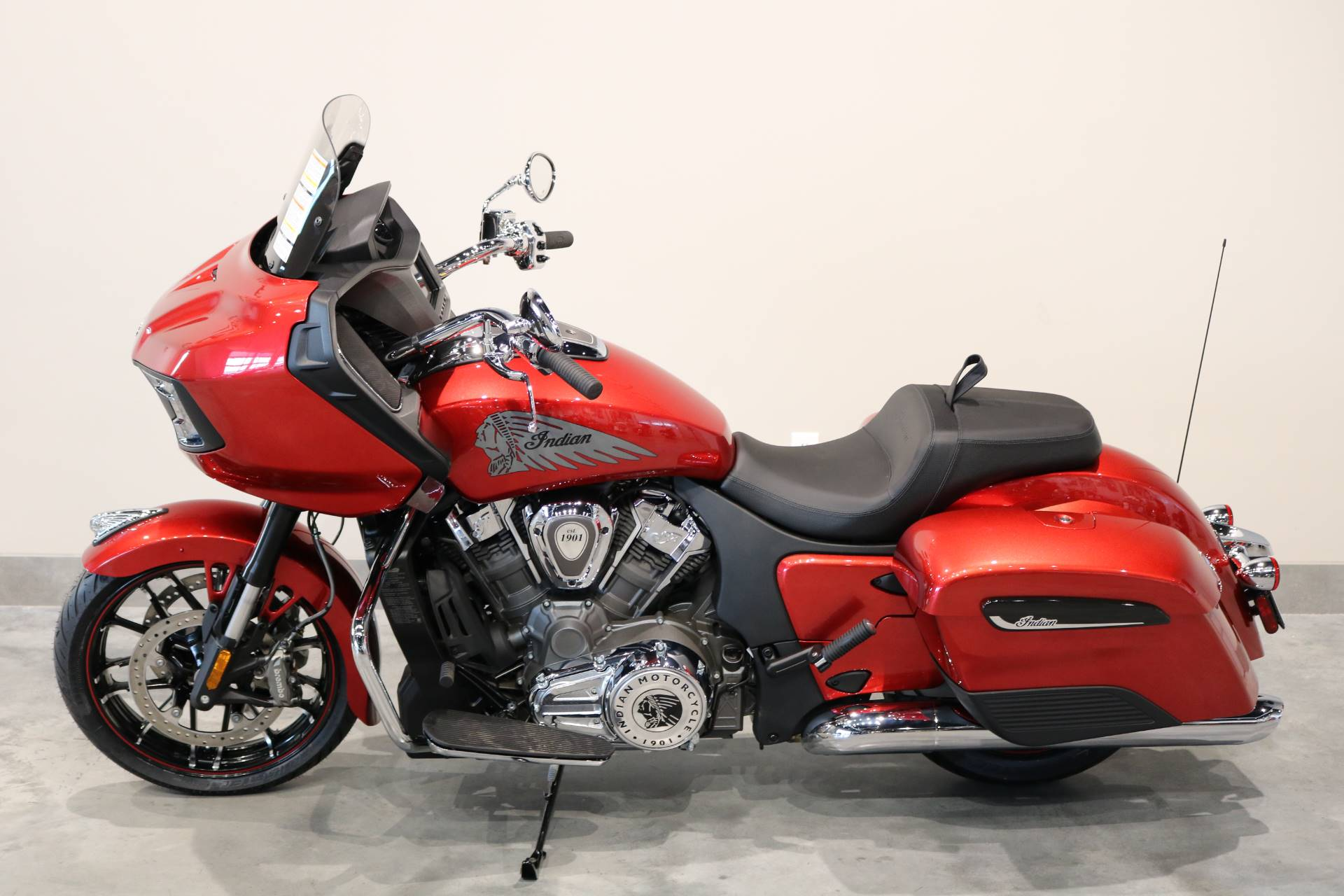 2020 Indian Challenger® Limited in Saint Paul, Minnesota - Photo 2