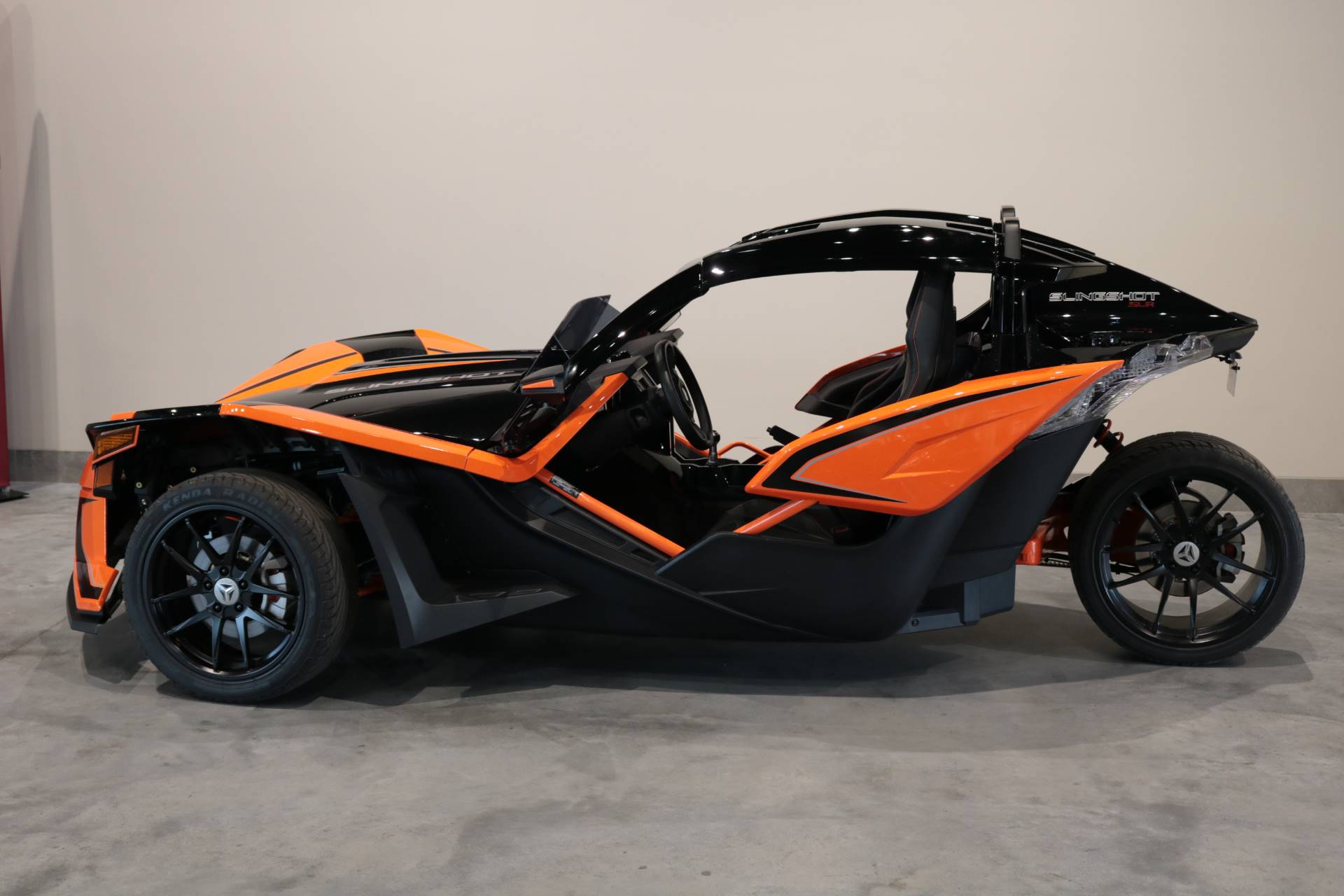 2017 Polaris Slingshot SLR in Saint Paul, Minnesota - Photo 2