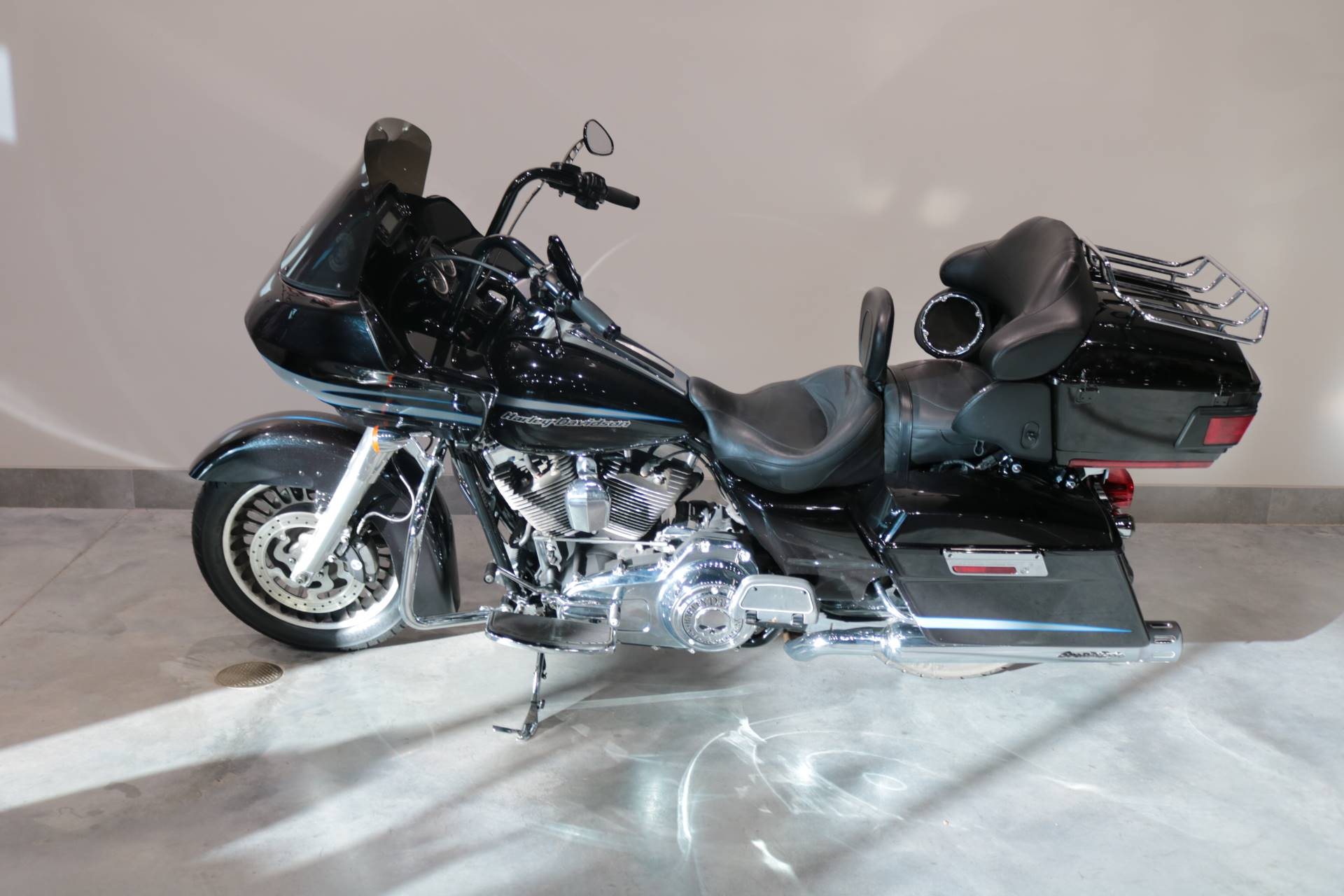 2013 Harley-Davidson Road Glide® Ultra in Saint Paul, Minnesota - Photo 2