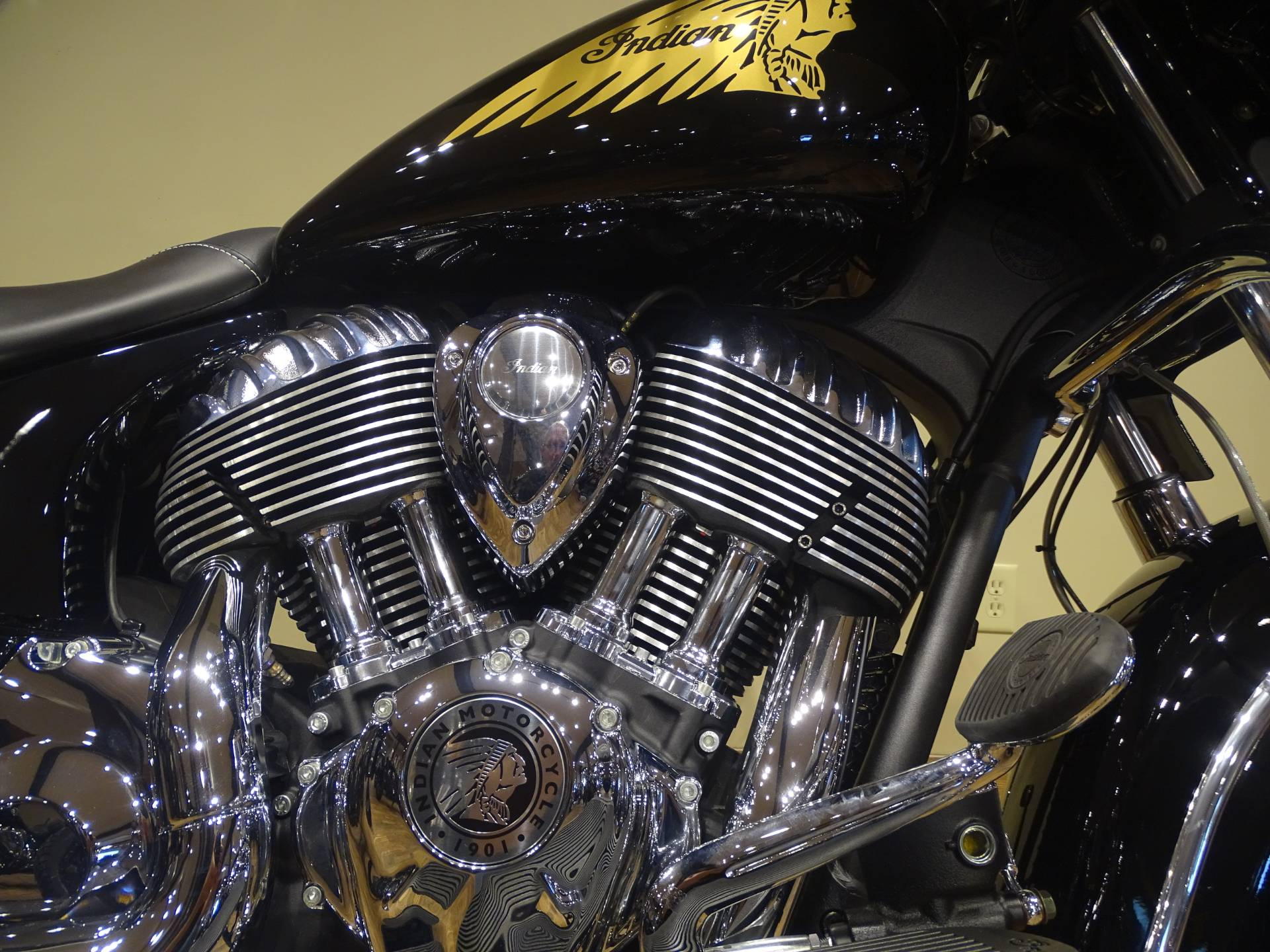 2018 Indian Chieftain® Classic in Saint Michael, Minnesota - Photo 3