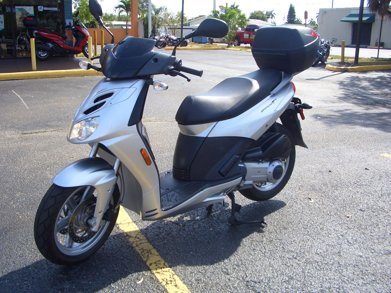 2009 Aprilia Sportcity Cube 250 in Fort Lauderdale, Florida - Photo 2
