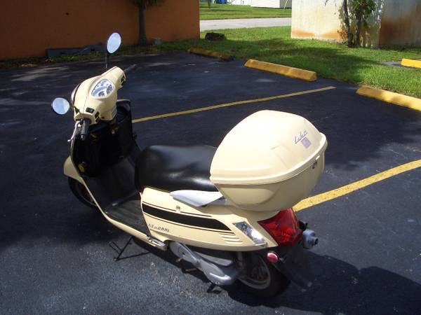 2012 Kymco Like 200i in Fort Lauderdale, Florida - Photo 6