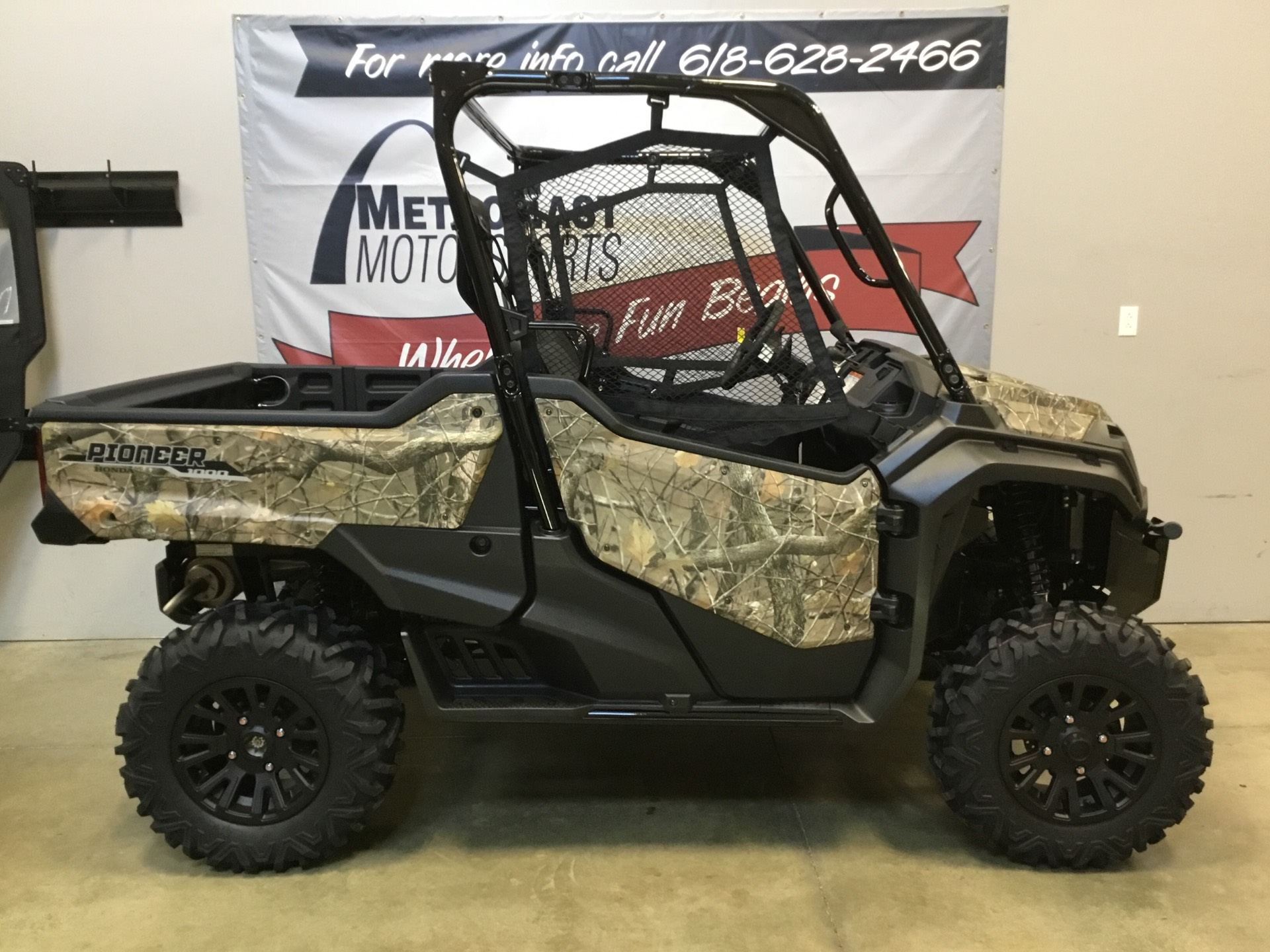 2020 Honda Pioneer 1000 Deluxe in O Fallon, Illinois - Photo 6