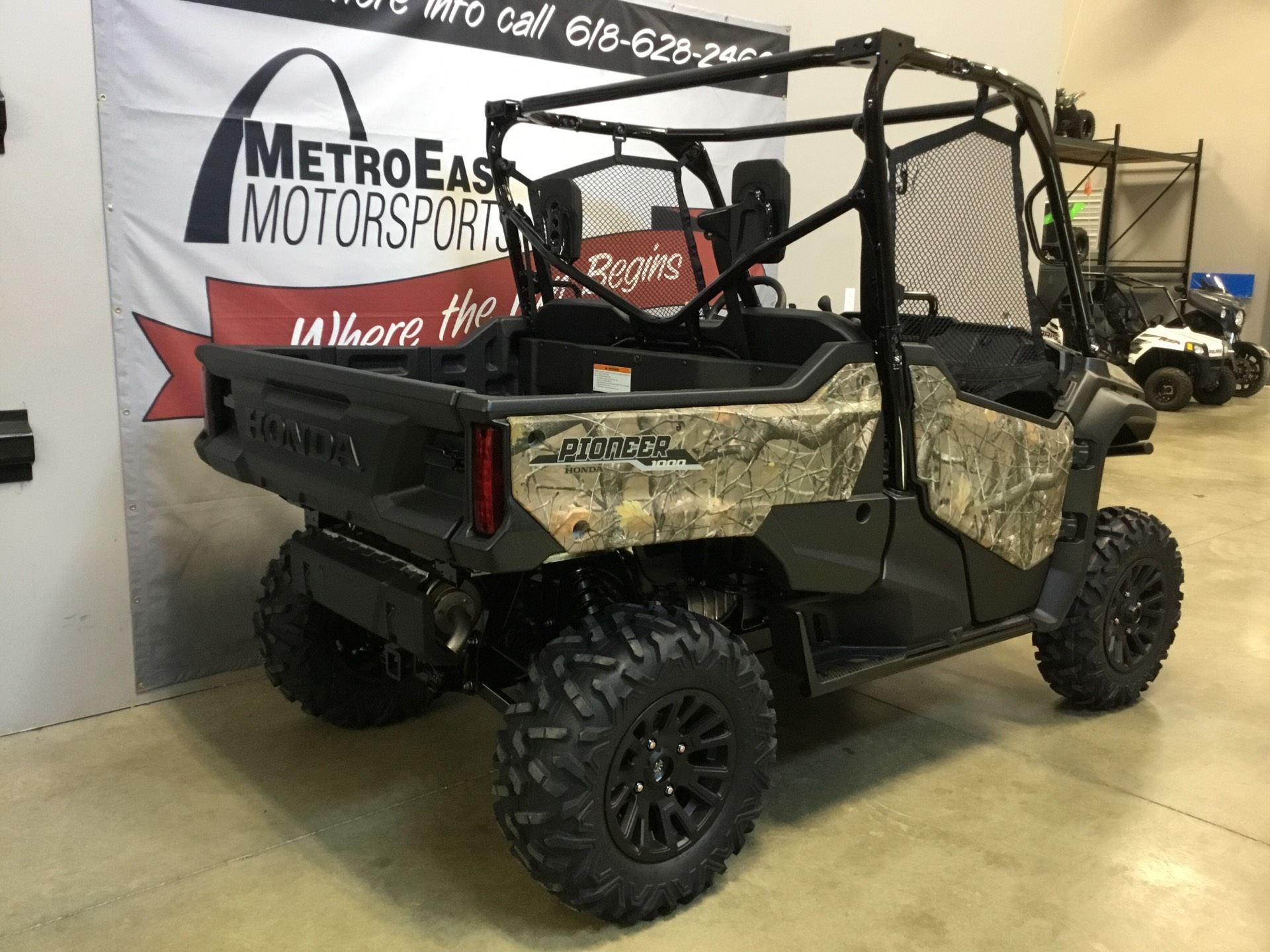 2020 Honda Pioneer 1000 Deluxe in O Fallon, Illinois - Photo 8