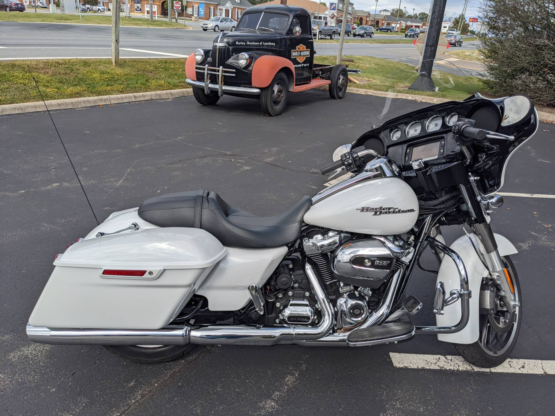 2017 Harley-Davidson Street Glide® Special in Lynchburg, Virginia - Photo 1