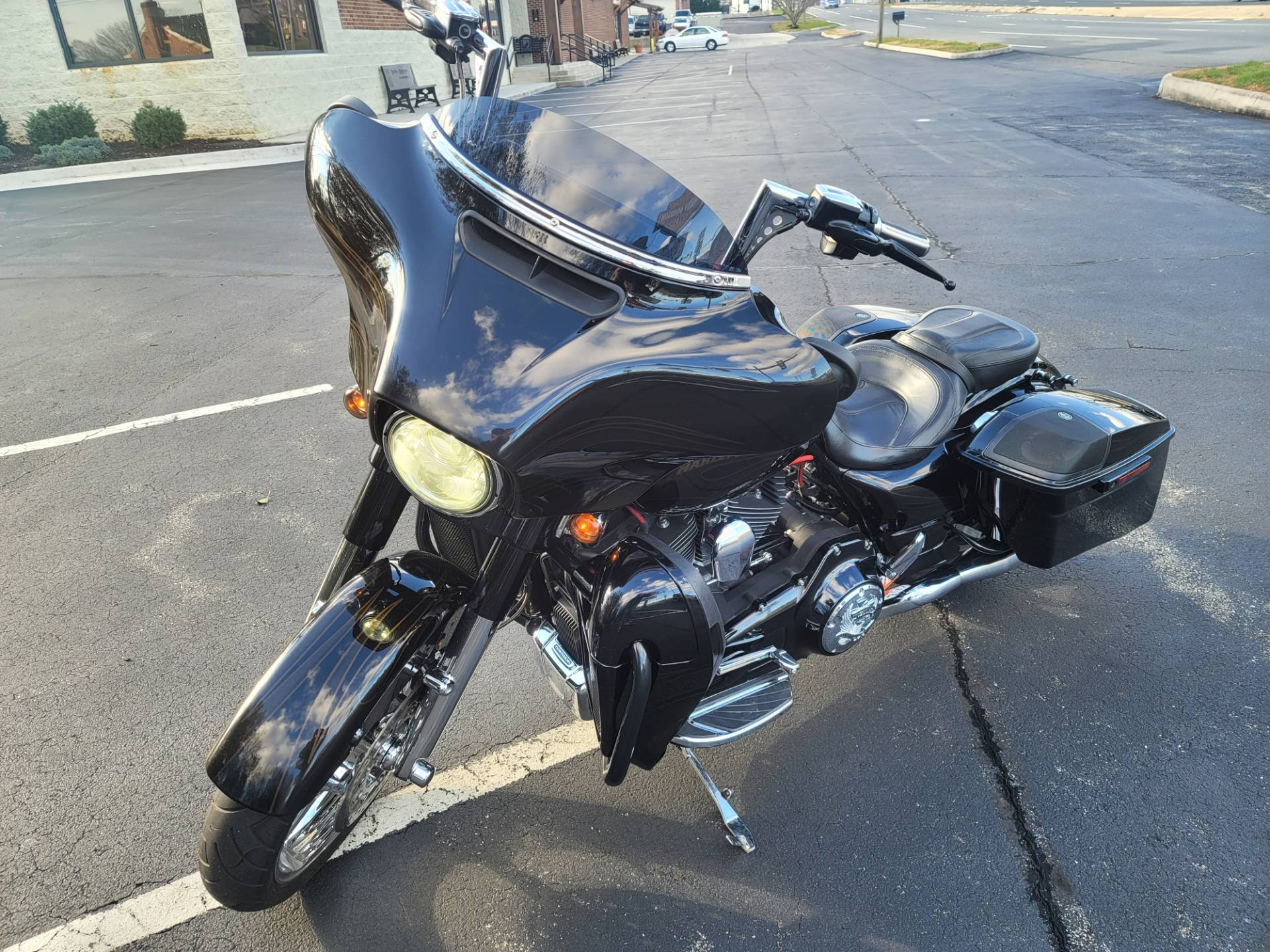 2015 Harley-Davidson CVO™ Street Glide® in Lynchburg, Virginia - Photo 3