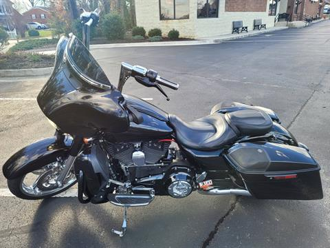 2015 Harley-Davidson CVO™ Street Glide® in Lynchburg, Virginia - Photo 4