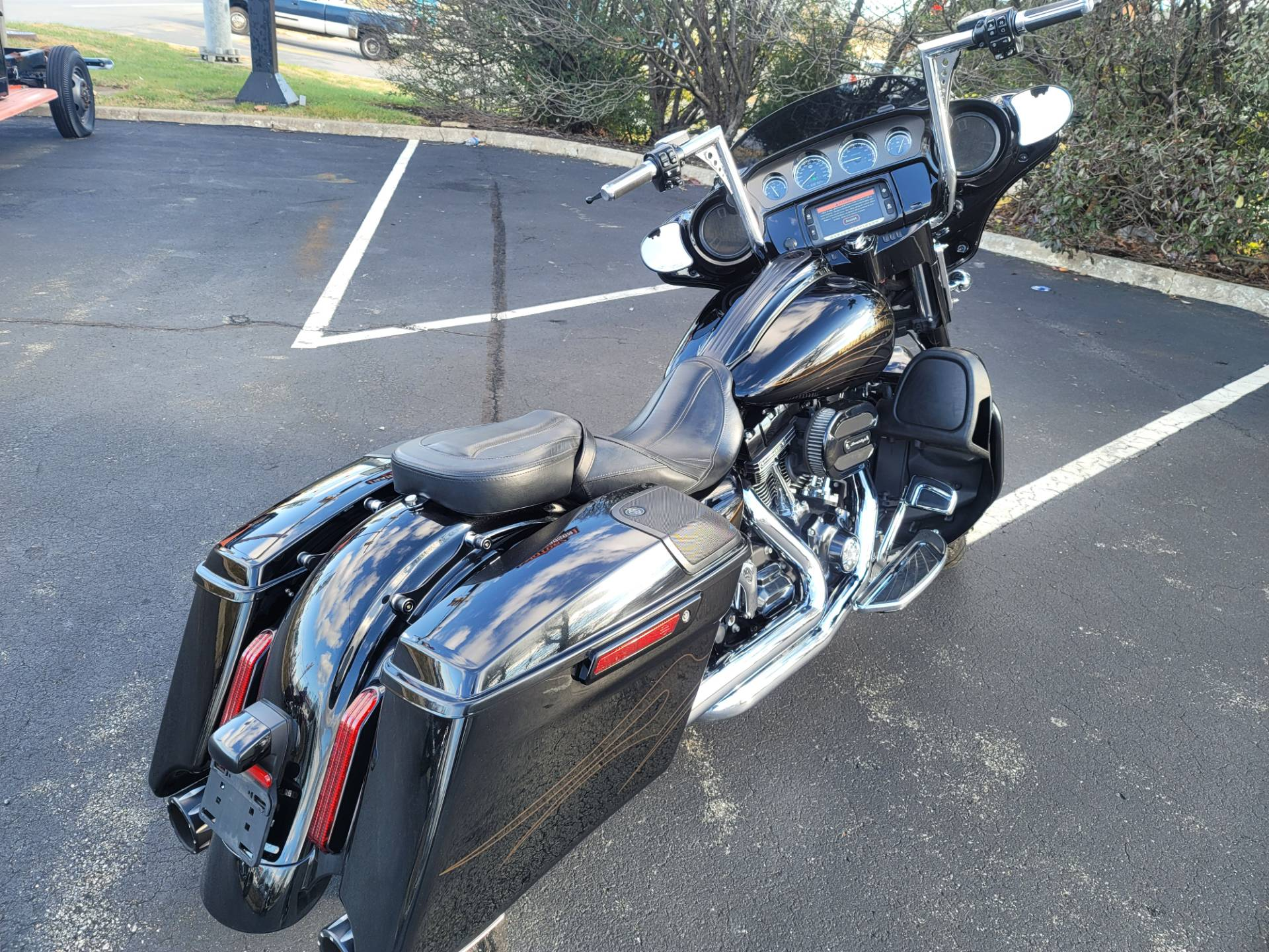 2015 Harley-Davidson CVO™ Street Glide® in Lynchburg, Virginia - Photo 7