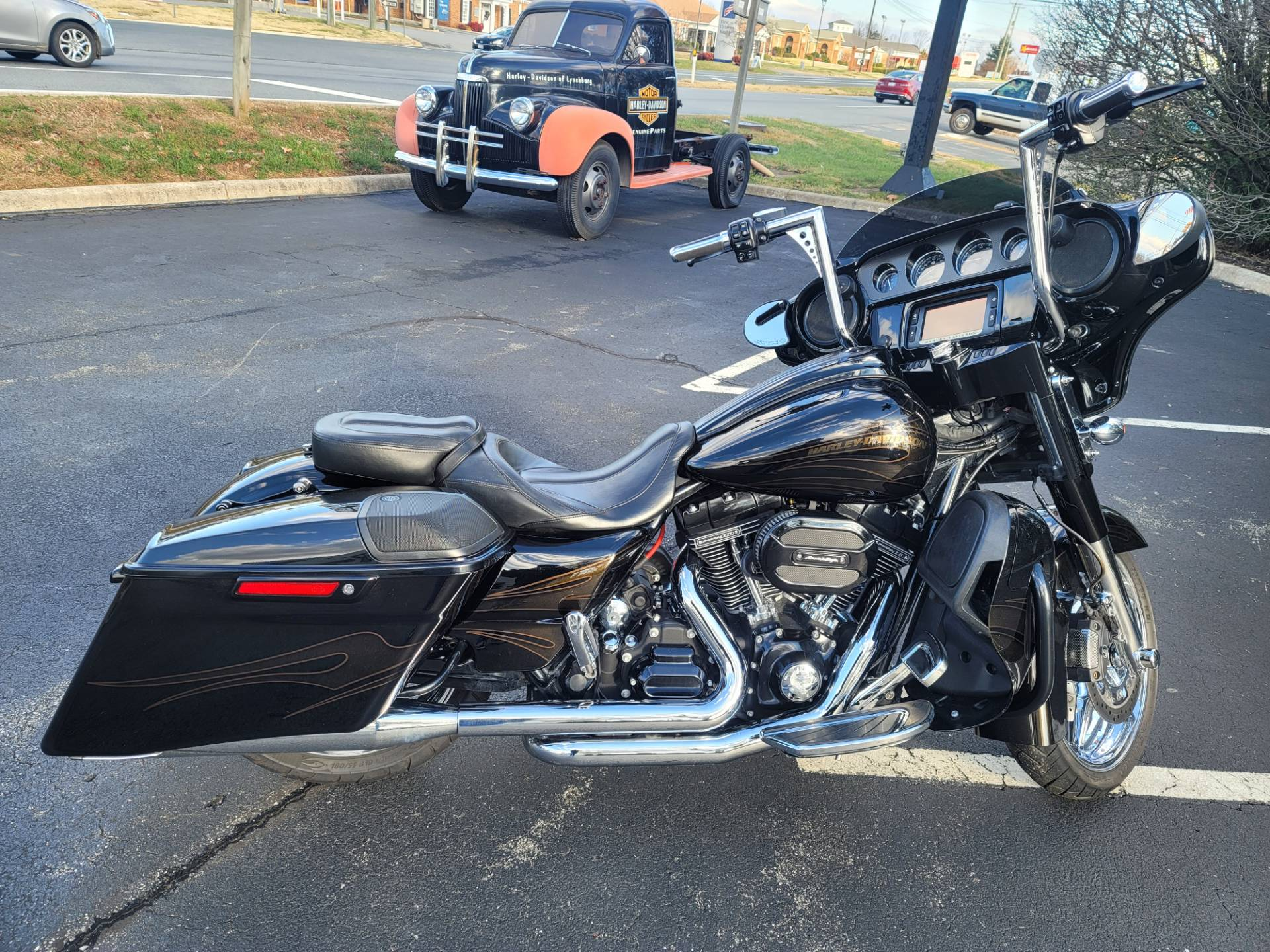2015 Harley-Davidson CVO™ Street Glide® in Lynchburg, Virginia - Photo 8