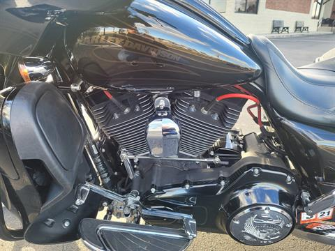 2015 Harley-Davidson CVO™ Street Glide® in Lynchburg, Virginia - Photo 11