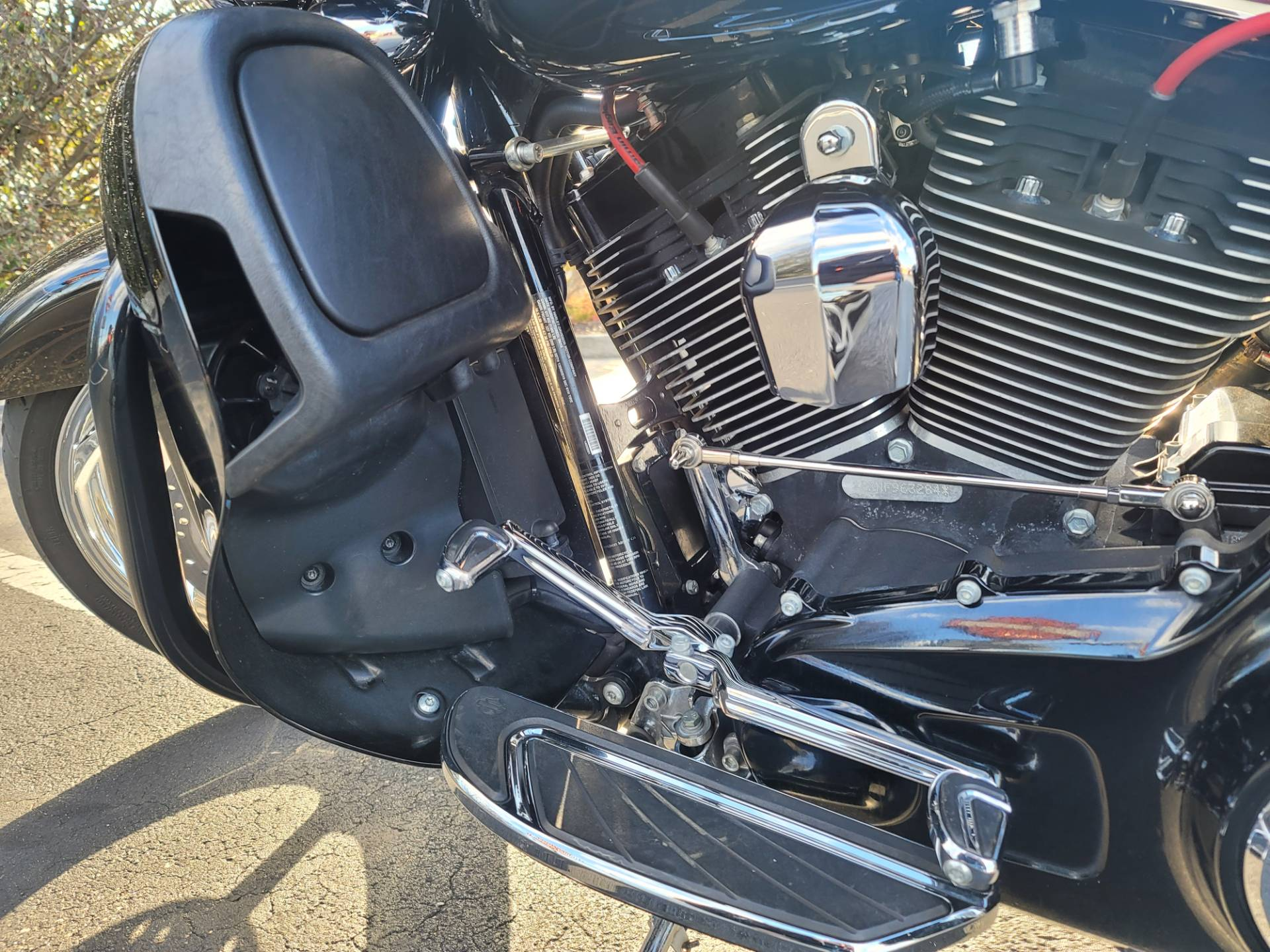 2015 Harley-Davidson CVO™ Street Glide® in Lynchburg, Virginia - Photo 14