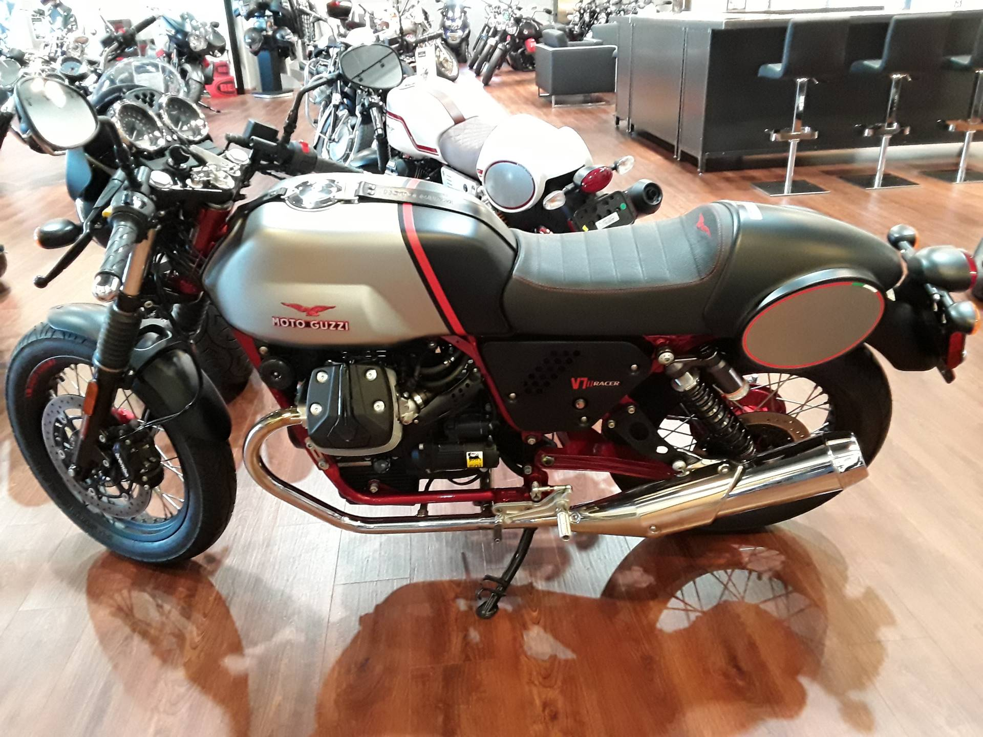 2016 Moto Guzzi V7 II Racer ABS in West Chester, Pennsylvania - Photo 5