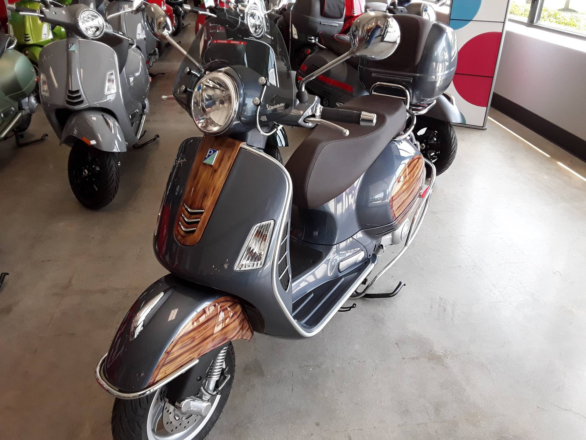 2018 Vespa GTS 300 ABS ASR in West Chester, Pennsylvania - Photo 5