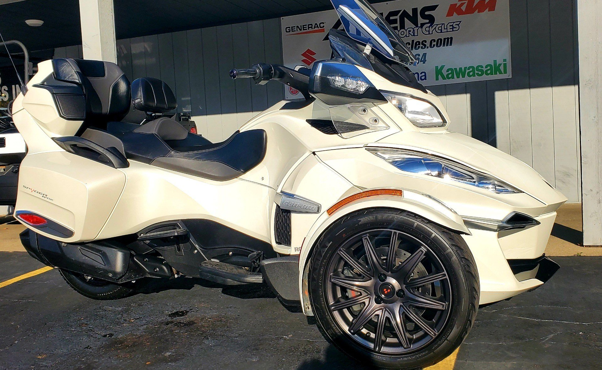 2016 Can-Am Spyder RT-S SE6 in Athens, Ohio - Photo 2