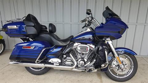 2015 Harley-Davidson CVO™ Road Glide® Ultra in Athens, Ohio