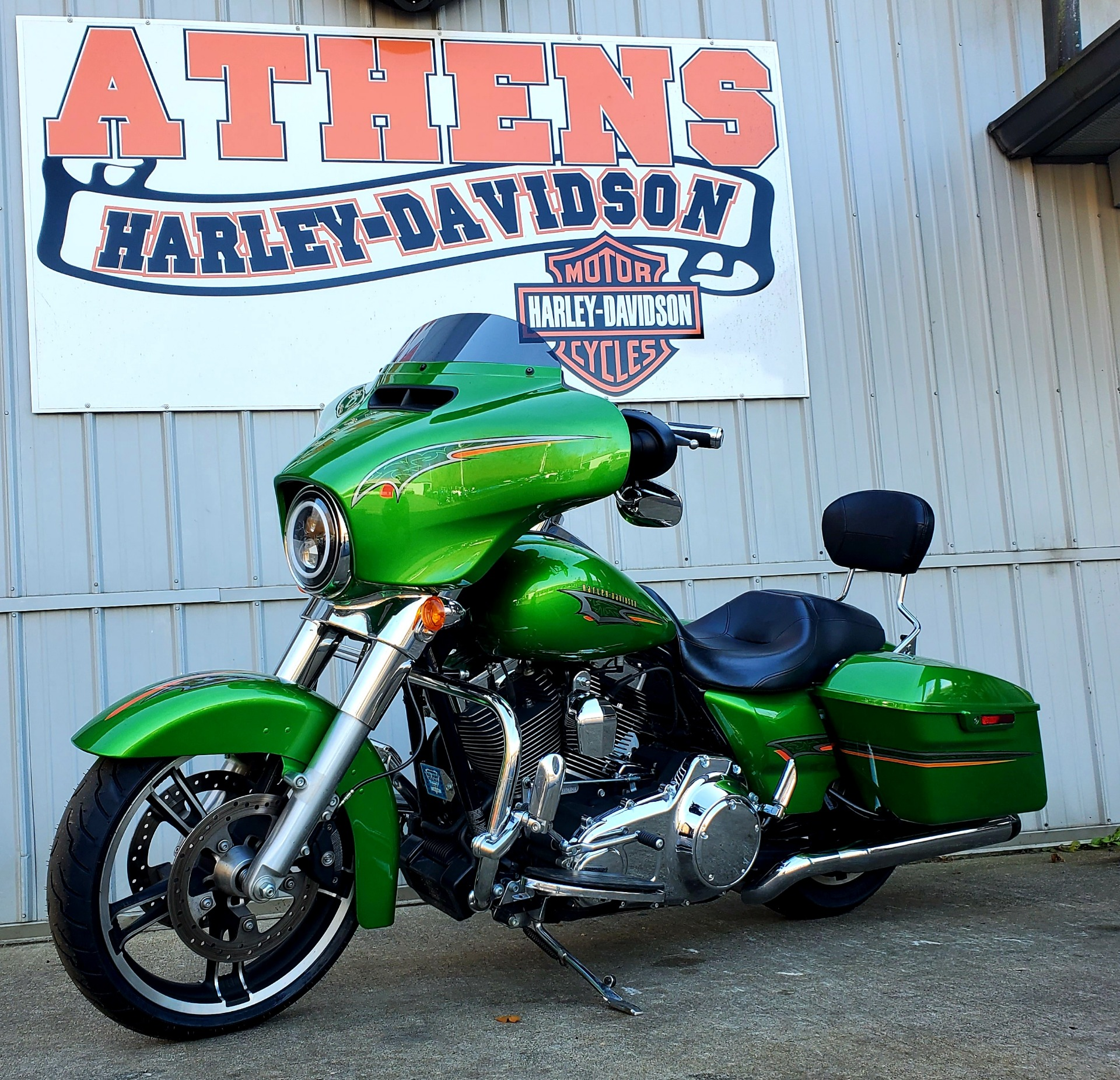 2015 Harley-Davidson Street Glide® in Athens, Ohio - Photo 2