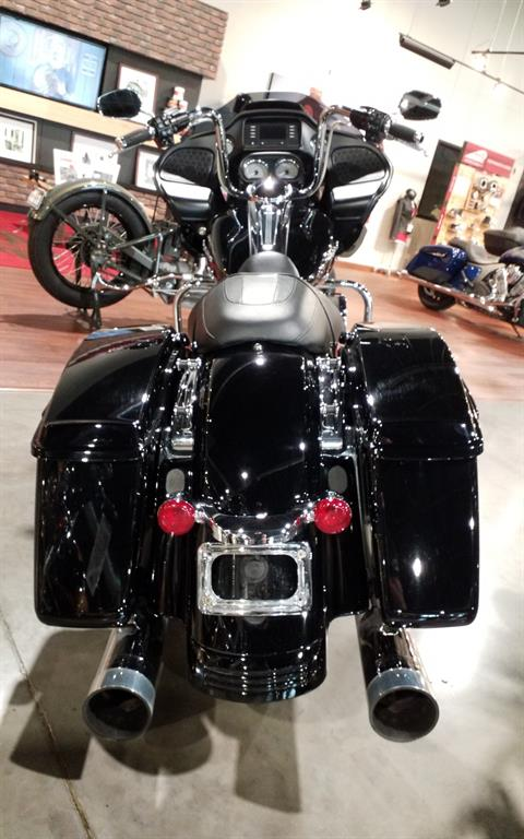 2015 Harley-Davidson Road Glide® in Cedar Rapids, Iowa - Photo 6