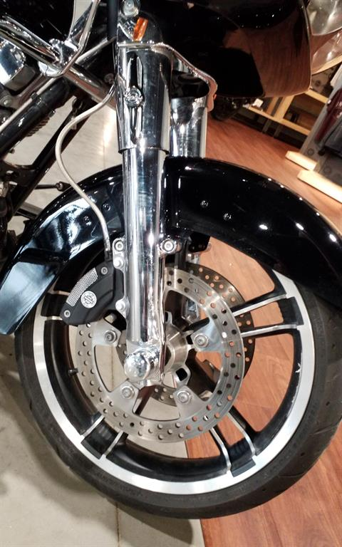 2015 Harley-Davidson Road Glide® in Cedar Rapids, Iowa - Photo 11