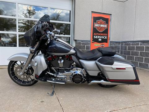 2019 Harley-Davidson CVO™ Street Glide® in Davenport, Iowa - Photo 4