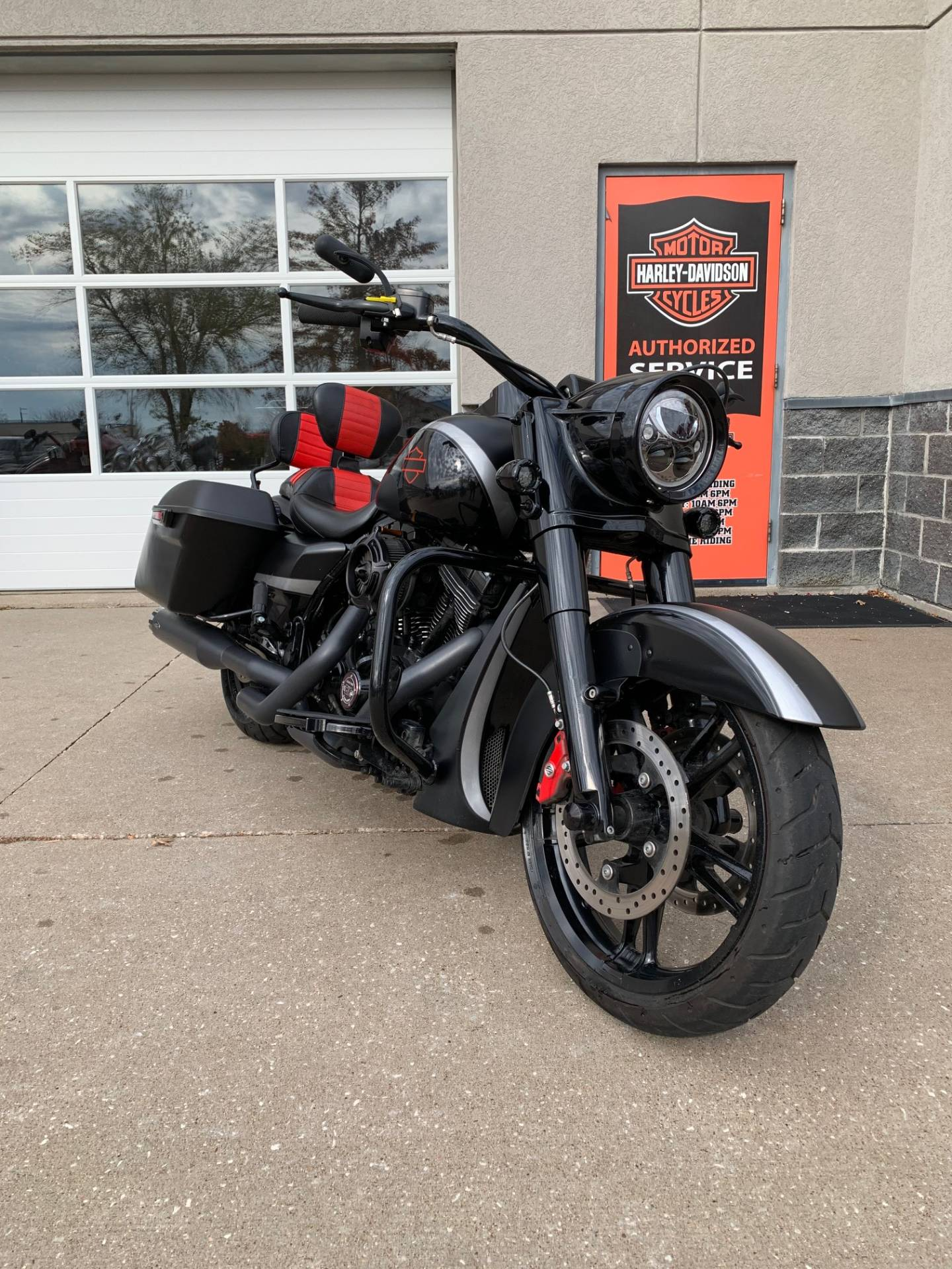 2014 Harley-Davidson Road King® in Davenport, Iowa - Photo 6