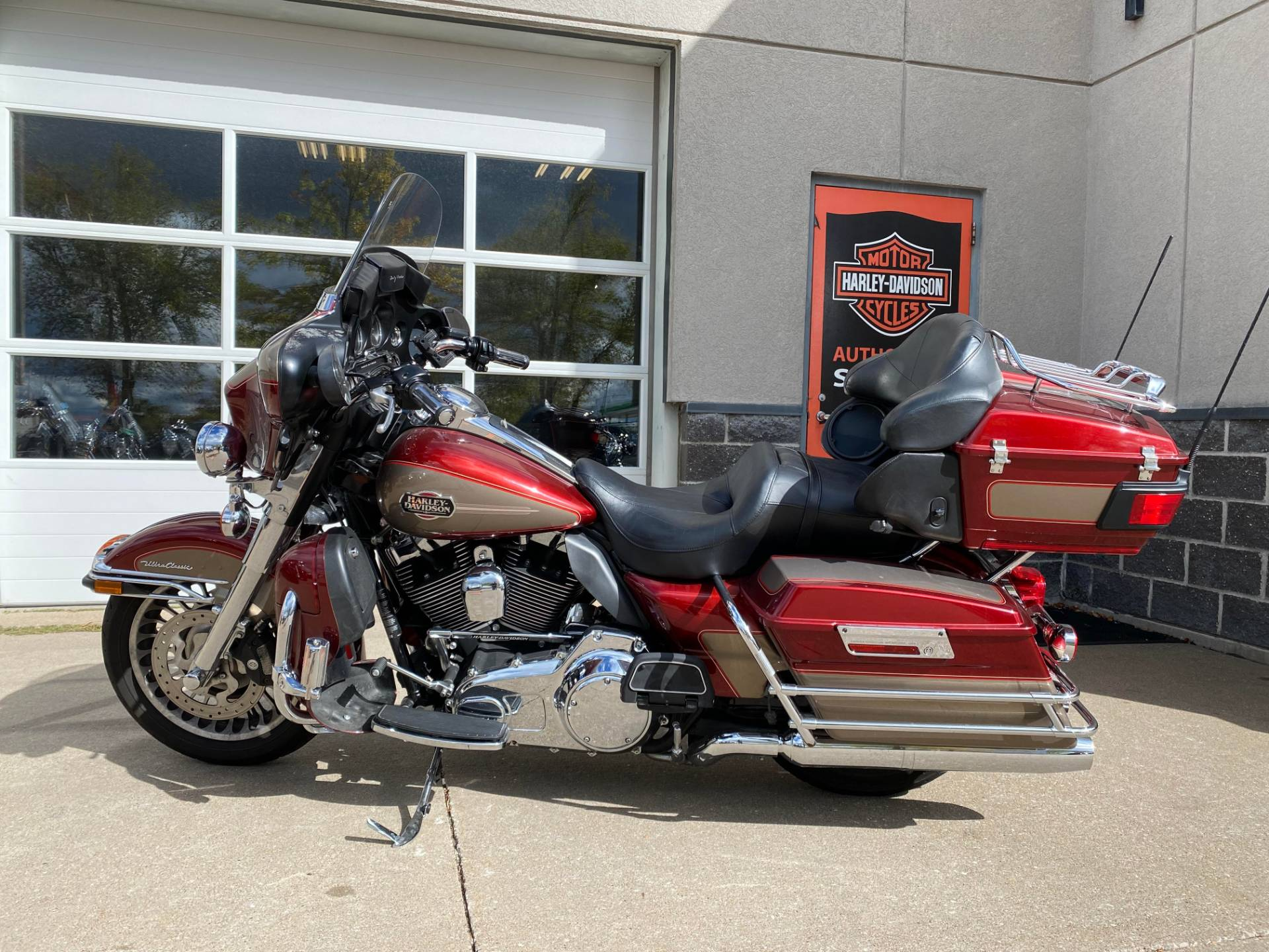 2009 Harley-Davidson ELECTRA GLIDE ULTRA CLASSIC in Davenport, Iowa - Photo 4