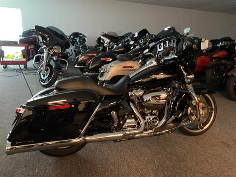 2017 Harley-Davidson Street Glide® Special in Davenport, Iowa - Photo 4