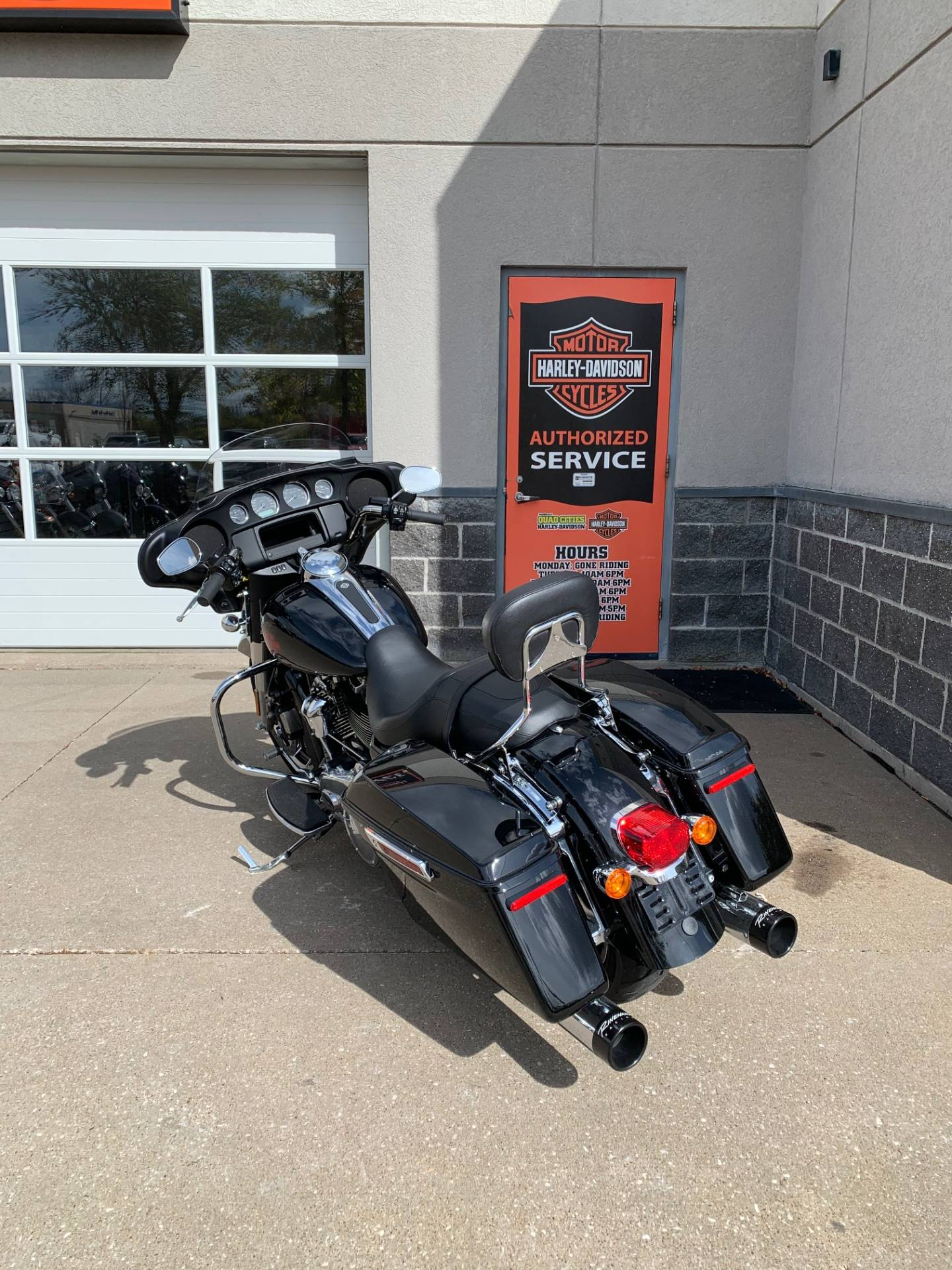 2019 Harley-Davidson Electra Glide® Standard in Davenport, Iowa - Photo 2