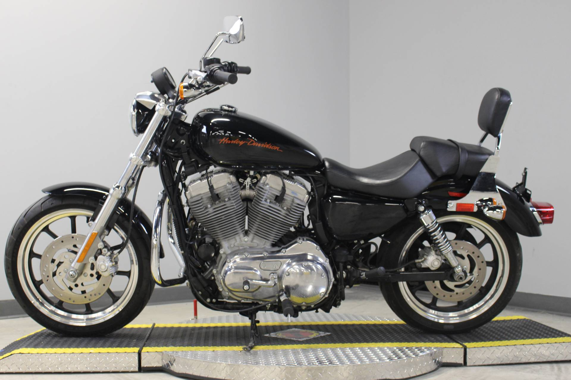 2011 Harley-Davidson Sportster® 883 SuperLow™ in Dubuque, Iowa - Photo 7