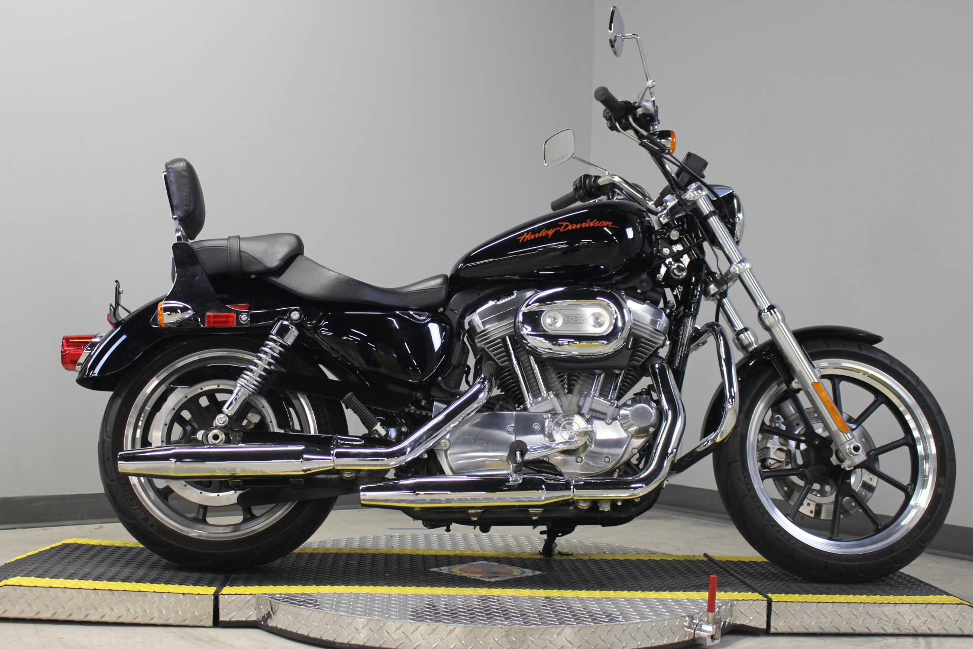 2011 Harley-Davidson Sportster® 883 SuperLow™ in Dubuque, Iowa - Photo 10