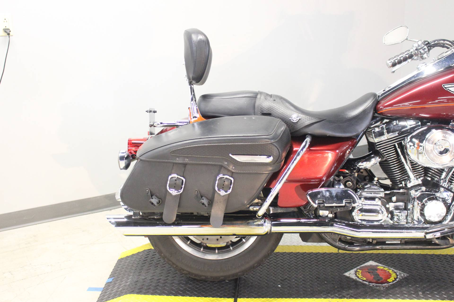 2003 Harley-Davidson FLHRCI Road King® Classic in Dubuque, Iowa - Photo 10