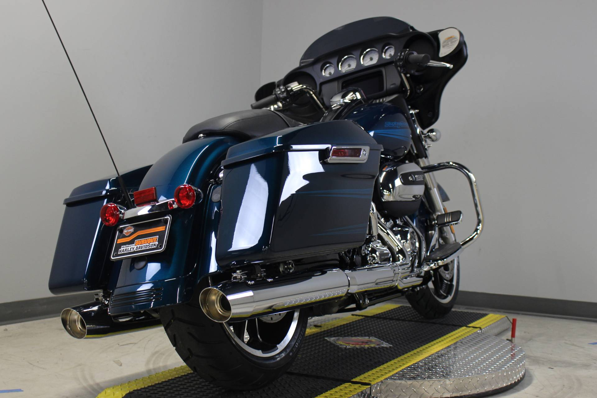 2020 Harley-Davidson Street Glide® in Dubuque, Iowa - Photo 8