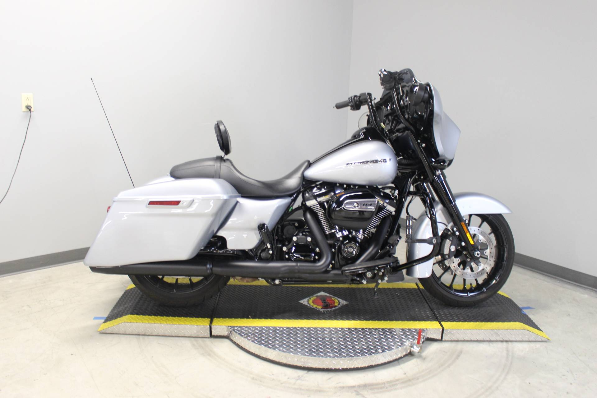 2019 Harley-Davidson Street Glide® Special in Dubuque, Iowa - Photo 8