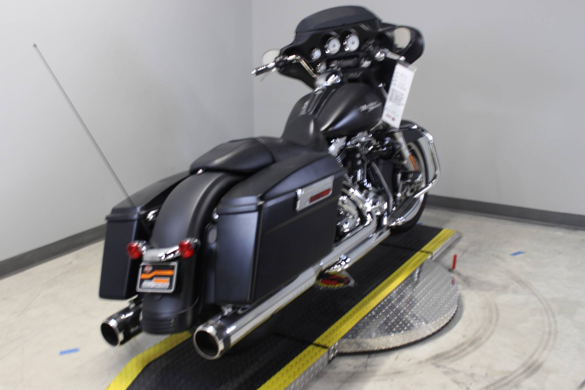 2010 Harley-Davidson Street Glide® in Dubuque, Iowa - Photo 3