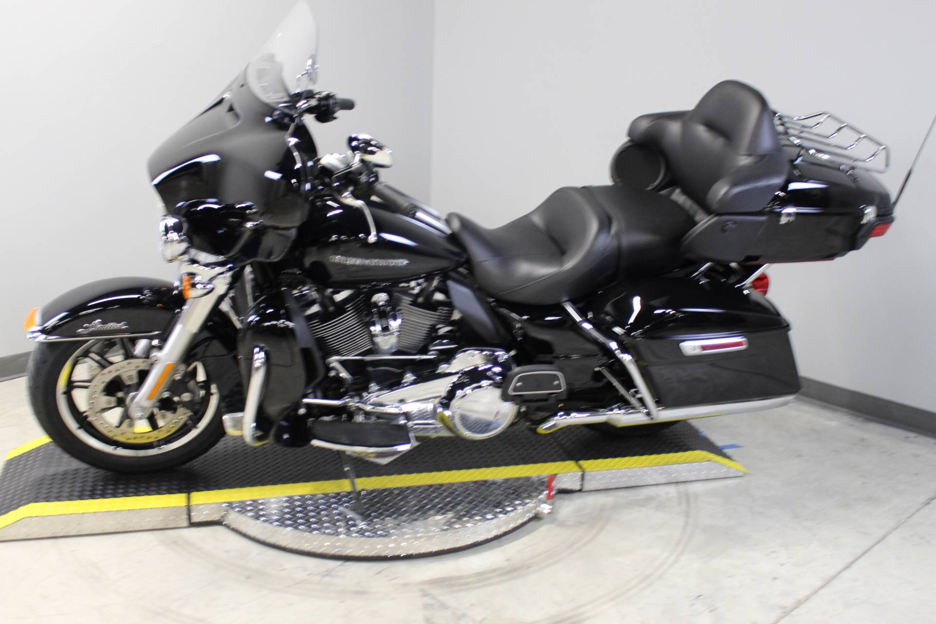 2018 Harley-Davidson Ultra Limited in Dubuque, Iowa - Photo 2