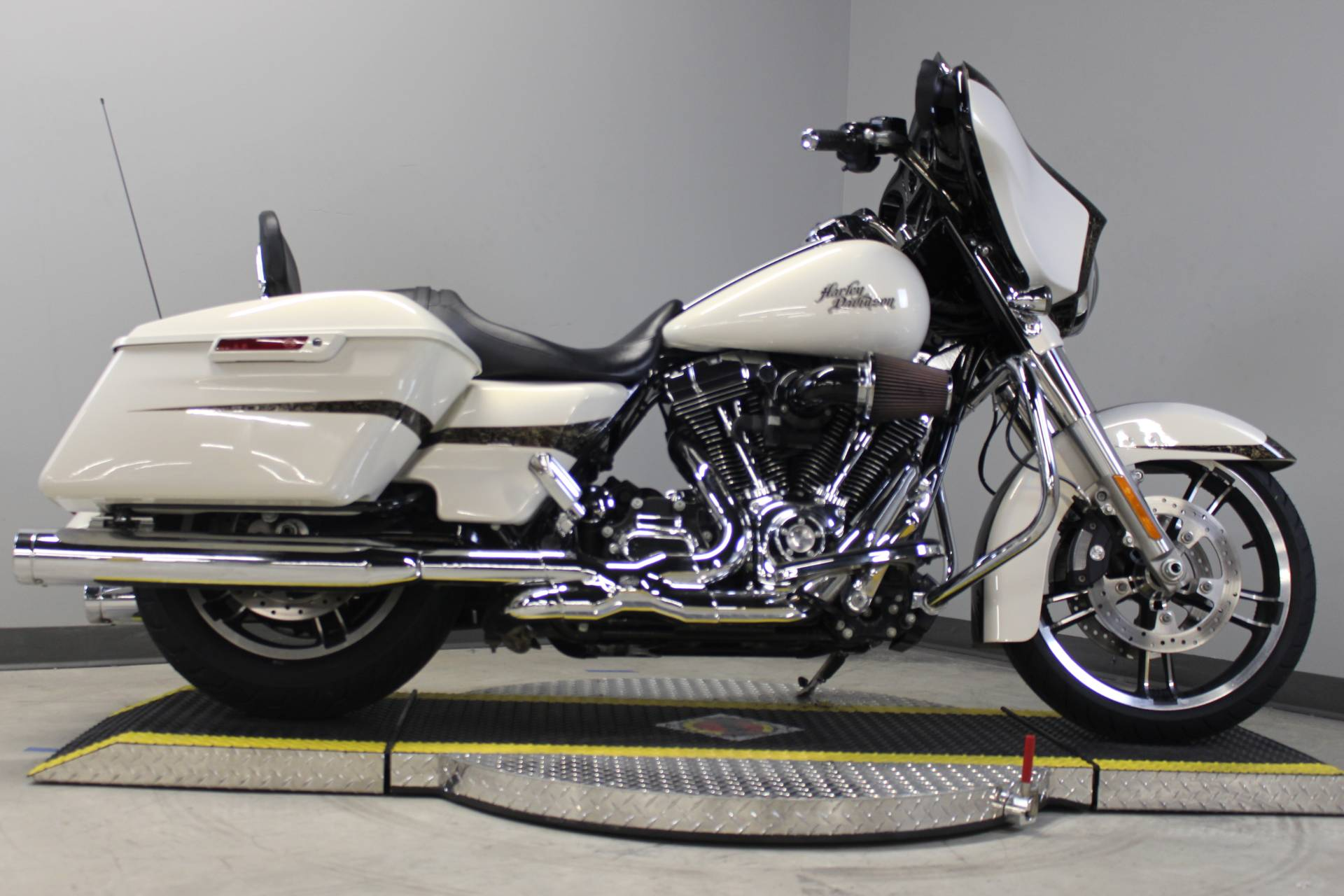 2014 Harley-Davidson Street Glide® Special in Dubuque, Iowa - Photo 2