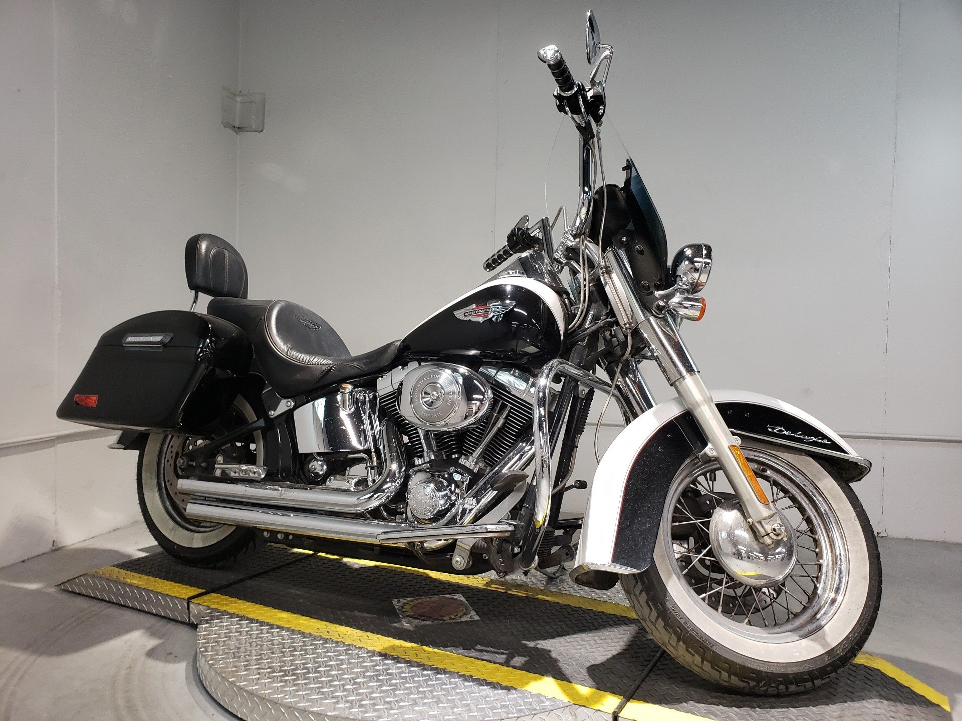 2005 Harley-Davidson FLSTN/FLSTNI Softail® Deluxe in Coralville, Iowa - Photo 2