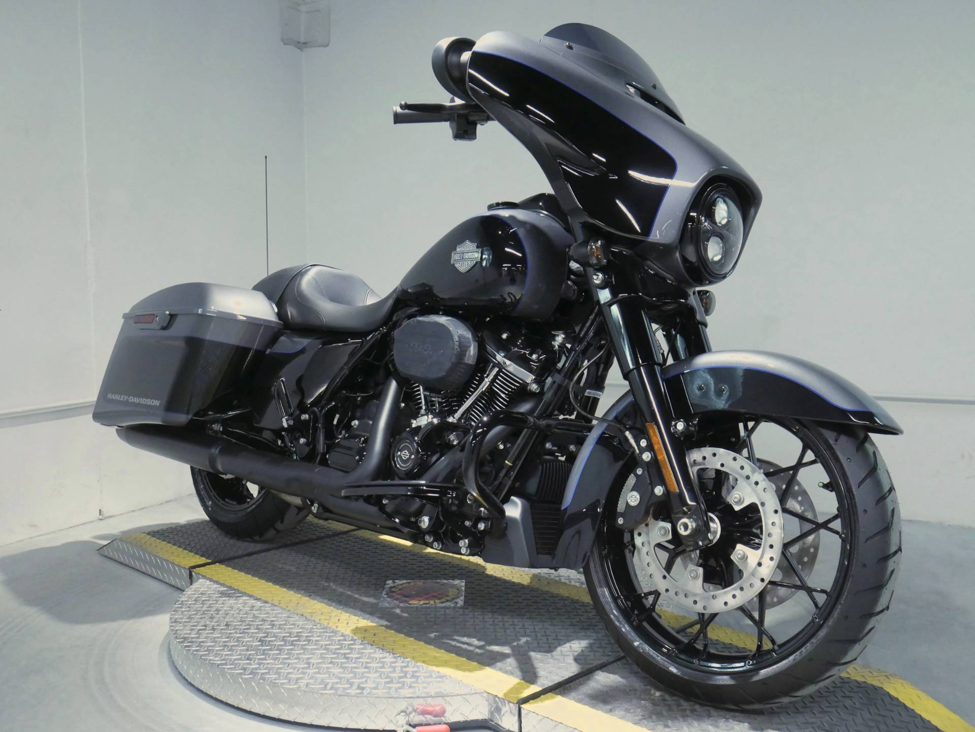 2021 Harley-Davidson Street Glide® Special in Coralville, Iowa - Photo 1