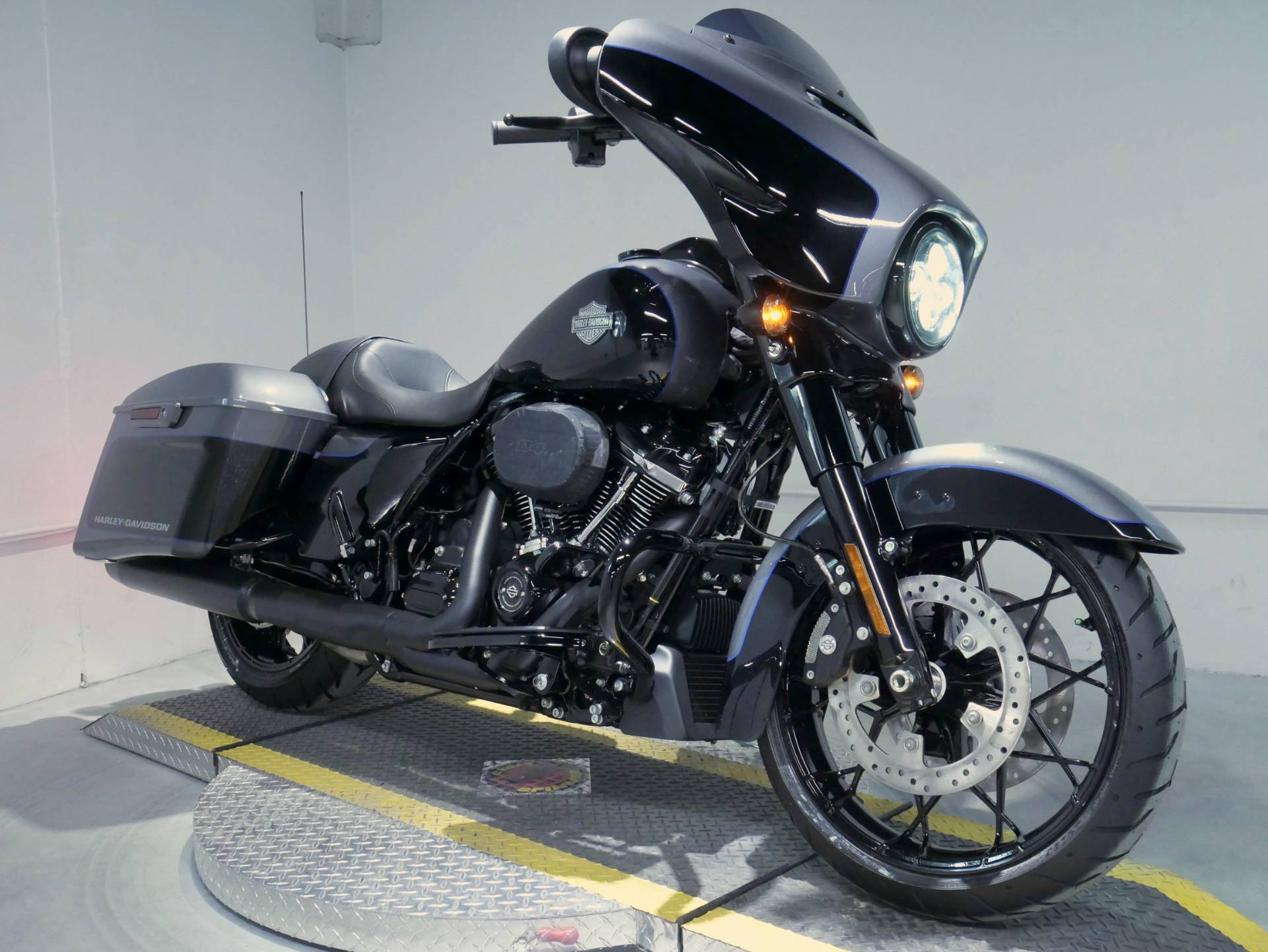 2021 Harley-Davidson Street Glide® Special in Coralville, Iowa - Photo 2