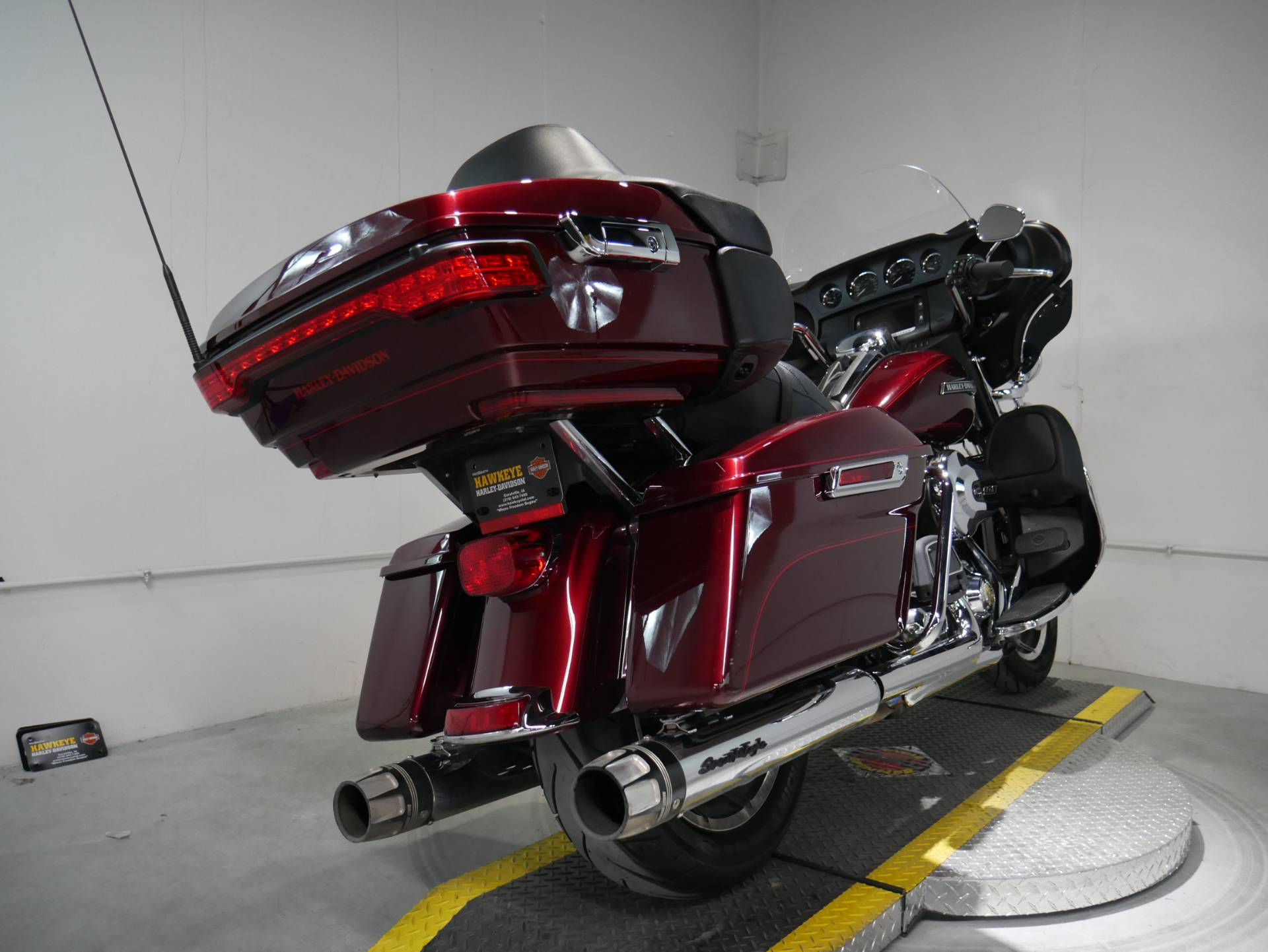 2015 Harley-Davidson Electra Glide® Ultra Classic® Low in Coralville, Iowa - Photo 4