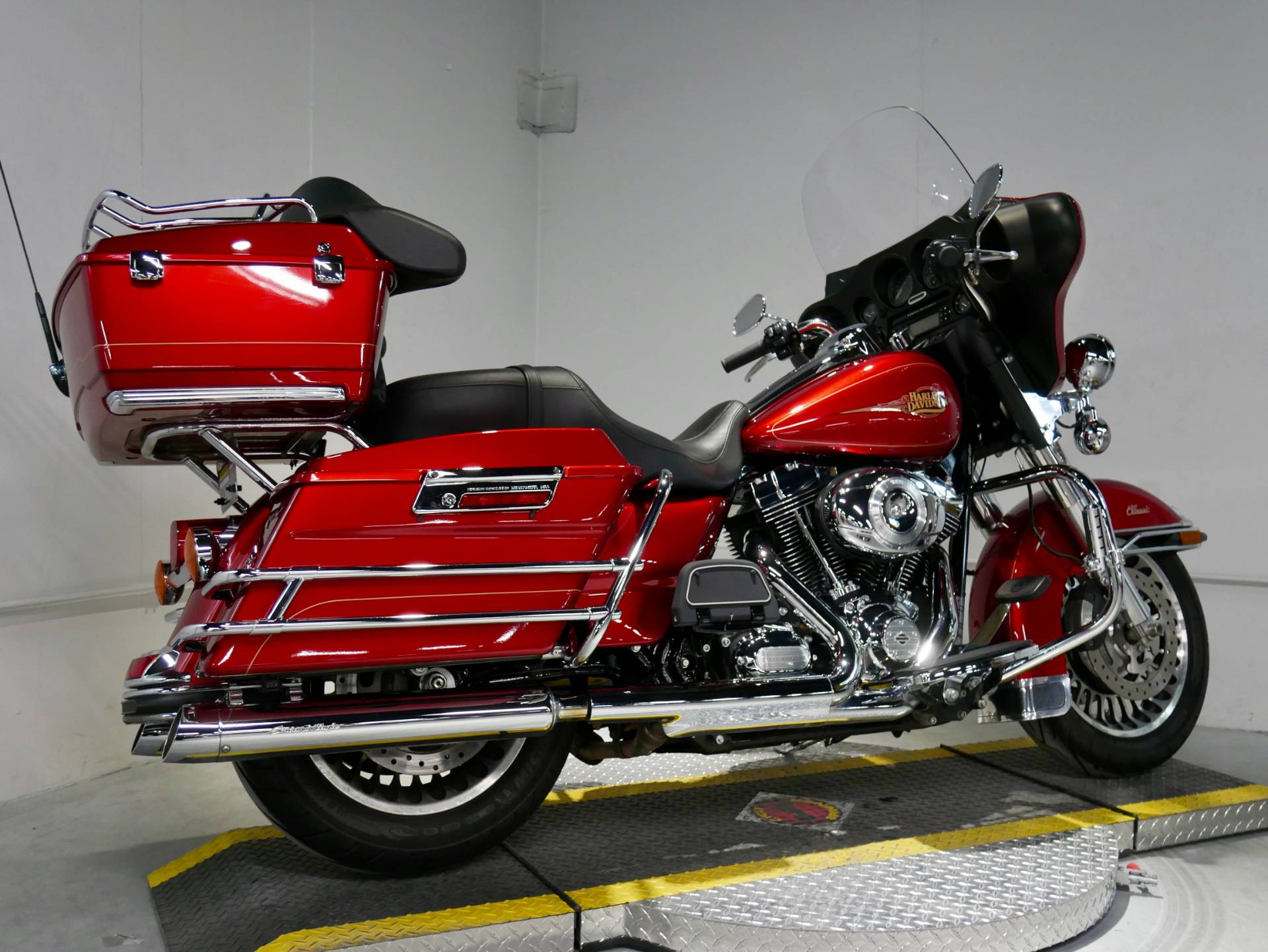 2012 Harley-Davidson Ultra Classic® Electra Glide® in Coralville, Iowa - Photo 4