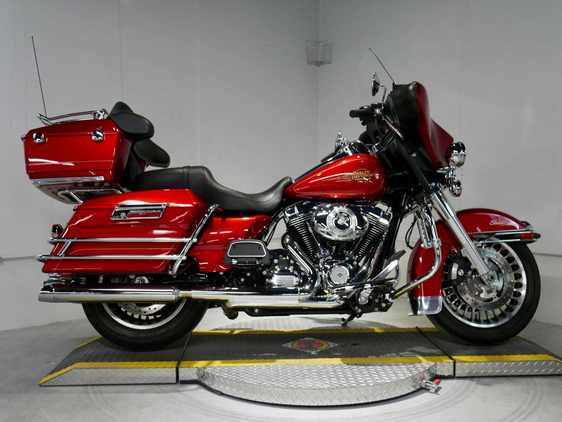 2012 Harley-Davidson Ultra Classic® Electra Glide® in Coralville, Iowa - Photo 3