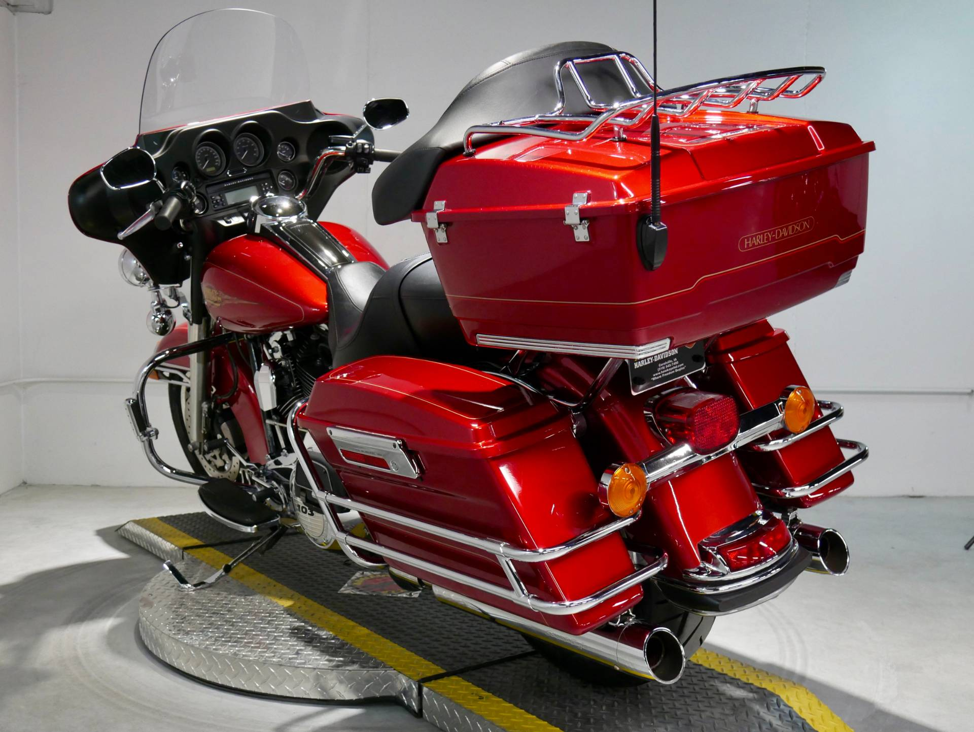 2012 Harley-Davidson Ultra Classic® Electra Glide® in Coralville, Iowa - Photo 6