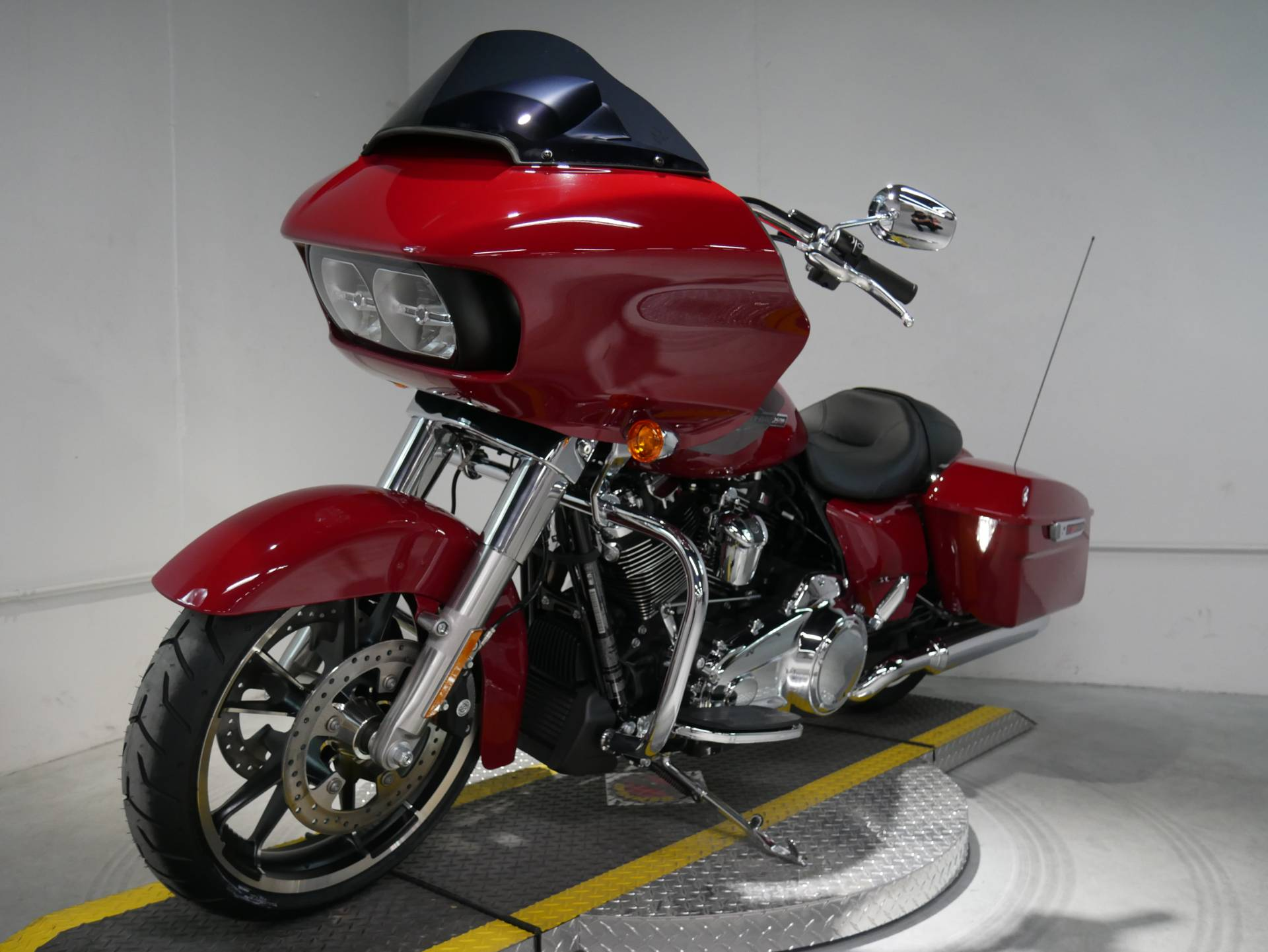 2021 Harley-Davidson Road Glide® in Coralville, Iowa - Photo 5