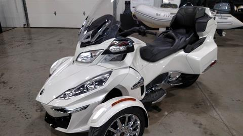 2014 Can-Am Spyder® RT Limited in Huron, Ohio
