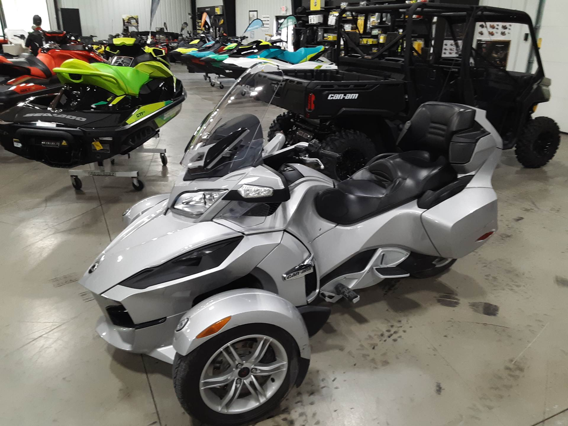 2010 Can-Am Spyder® RT Audio & Convenience SM5 in Huron, Ohio - Photo 2