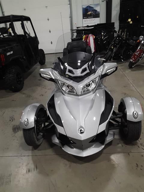 2010 Can-Am Spyder® RT Audio & Convenience SM5 in Huron, Ohio - Photo 3